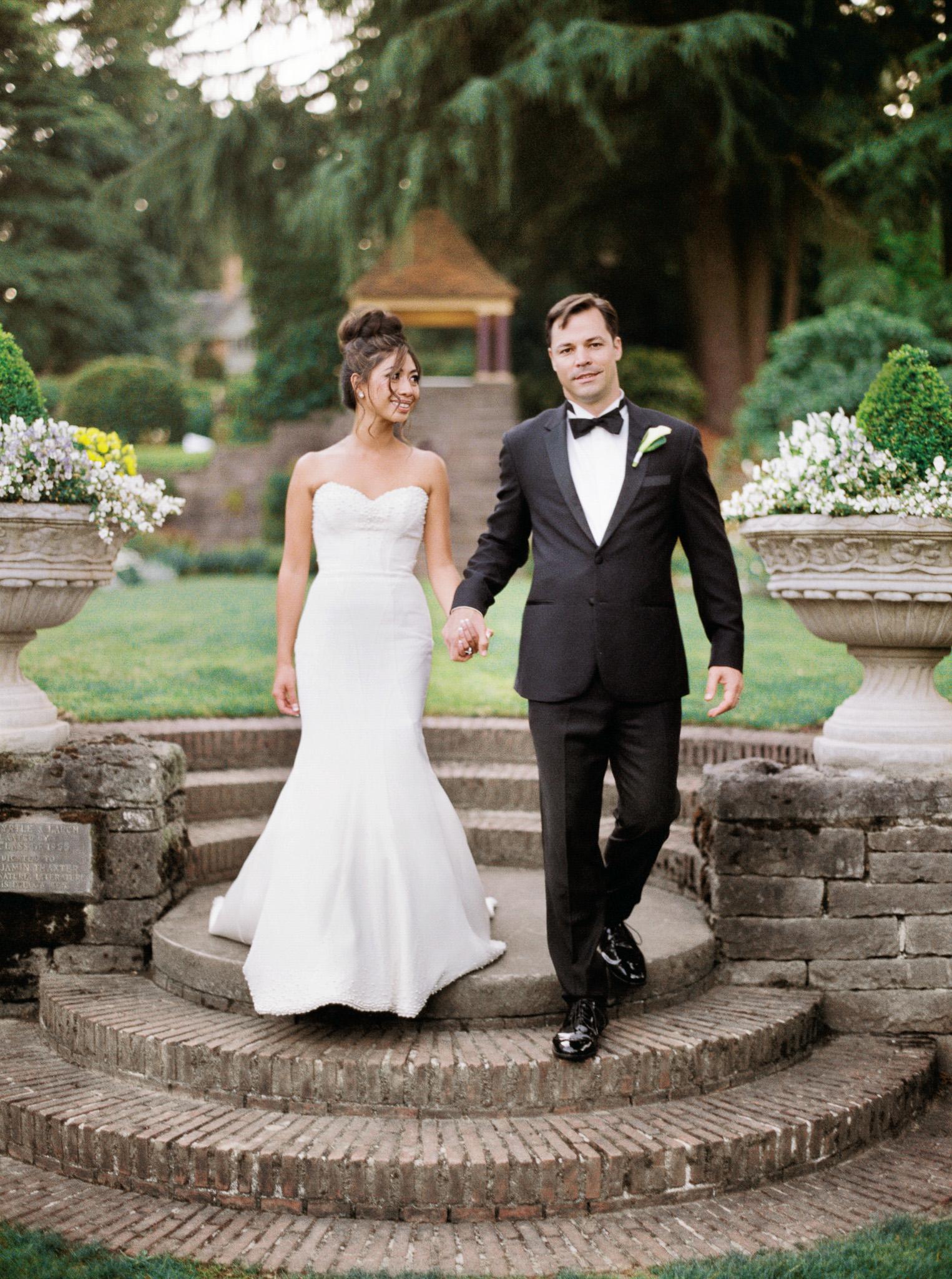 108OutliveCreative_Travel_Photographer_Videographer_Lewis&Clark_Oregon_Elegant_BlackTie_Destination_Wedding.jpg