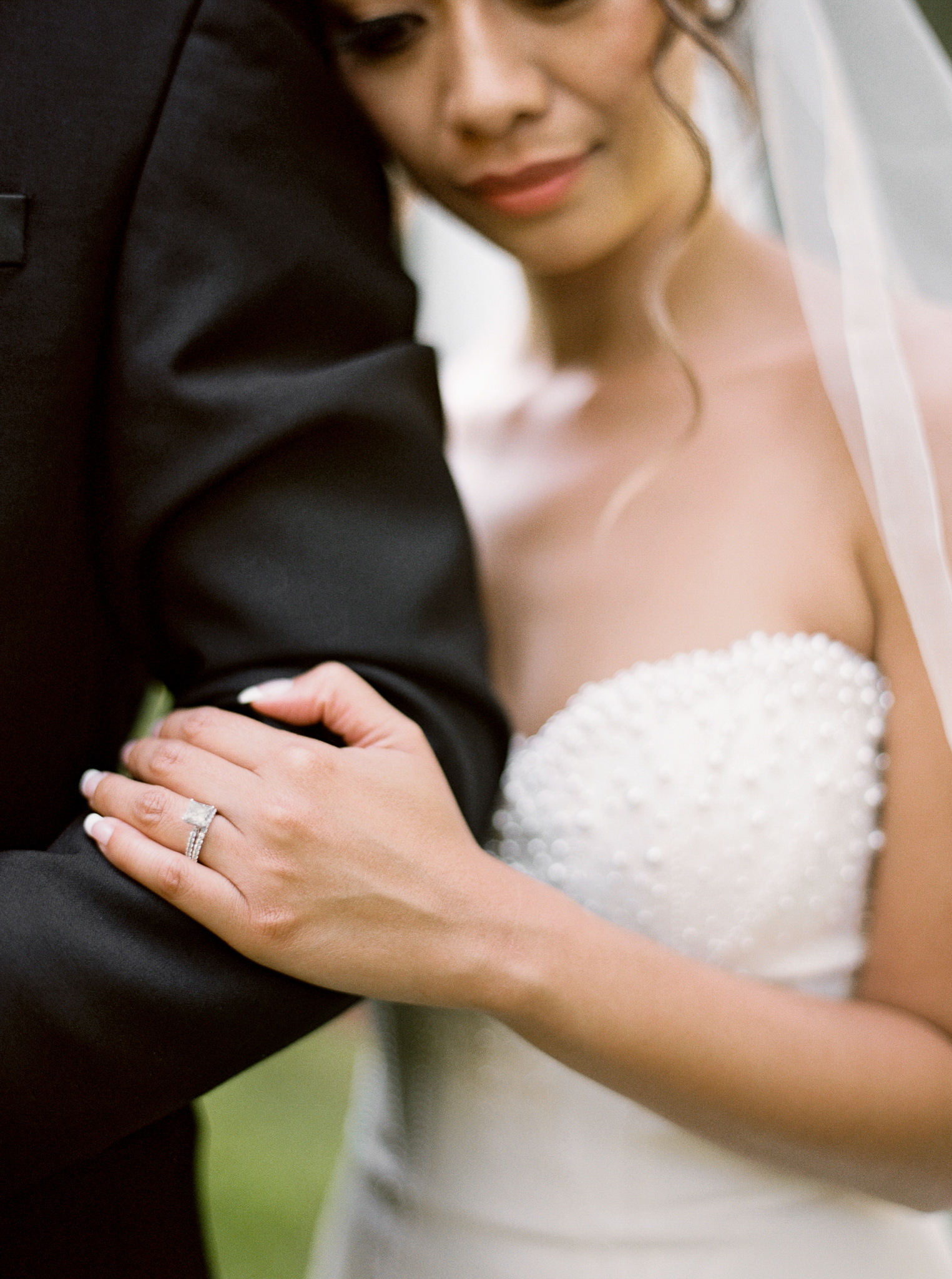 111OutliveCreative_Travel_Photographer_Videographer_Lewis&Clark_Oregon_Elegant_BlackTie_Destination_Wedding.jpg