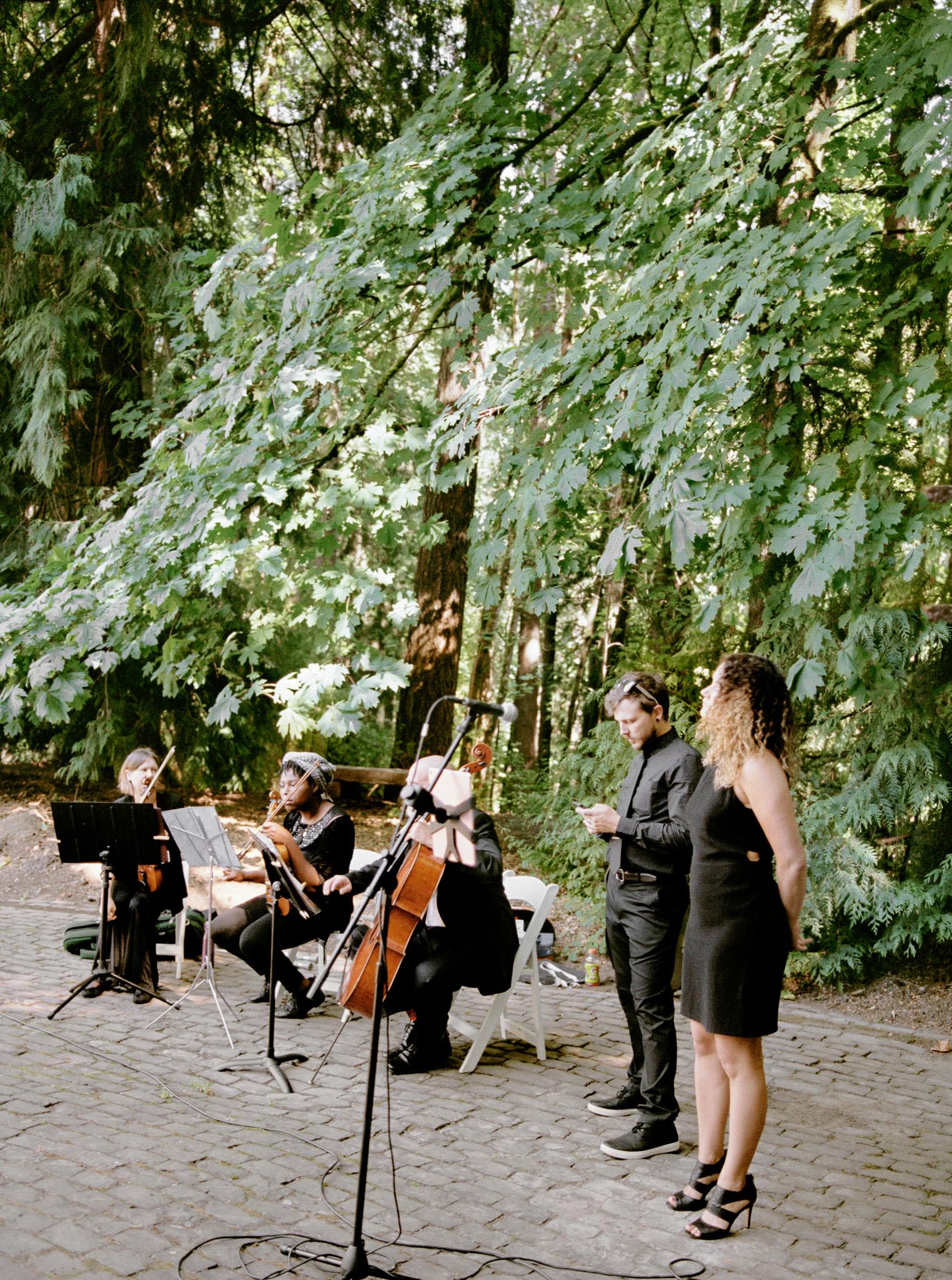120OutliveCreative_Travel_Photographer_Videographer_Lewis&Clark_Oregon_Elegant_BlackTie_Destination_Wedding.jpg