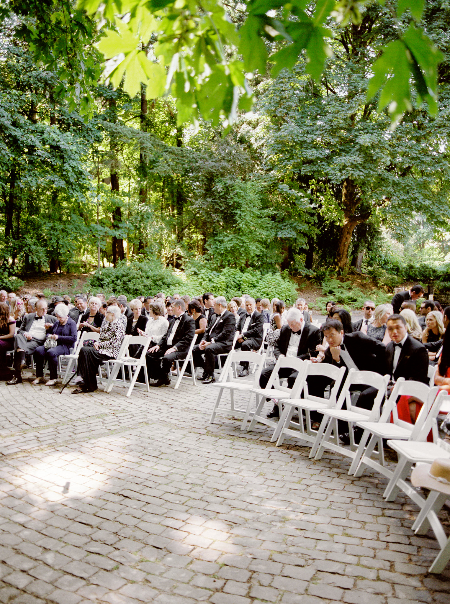 122OutliveCreative_Travel_Photographer_Videographer_Lewis&Clark_Oregon_Elegant_BlackTie_Destination_Wedding.jpg