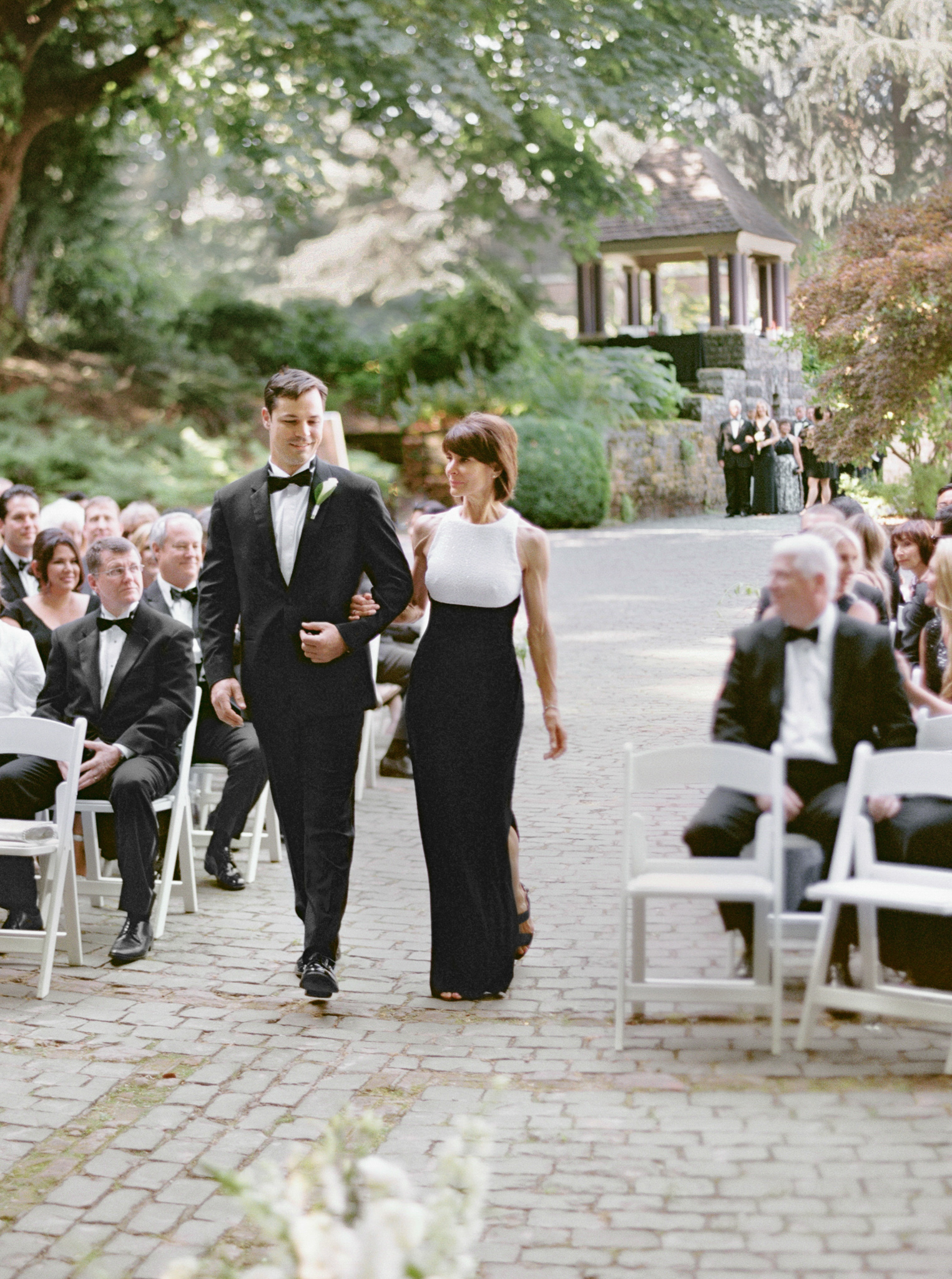 124OutliveCreative_Travel_Photographer_Videographer_Lewis&Clark_Oregon_Elegant_BlackTie_Destination_Wedding.jpg
