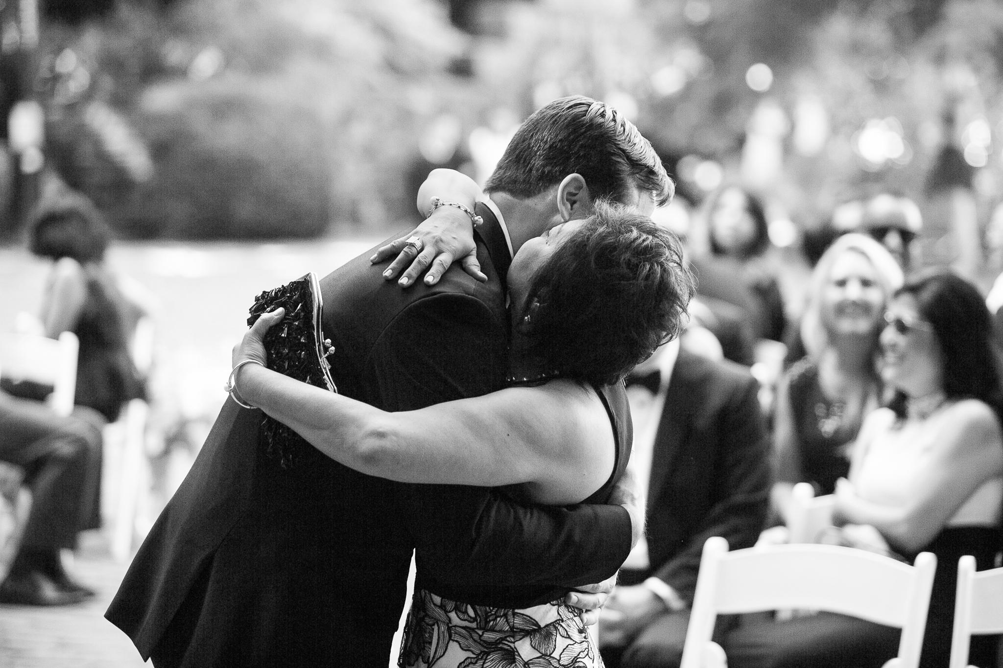 128OutliveCreative_Travel_Photographer_Videographer_Lewis&Clark_Oregon_Elegant_BlackTie_Destination_Wedding.jpg