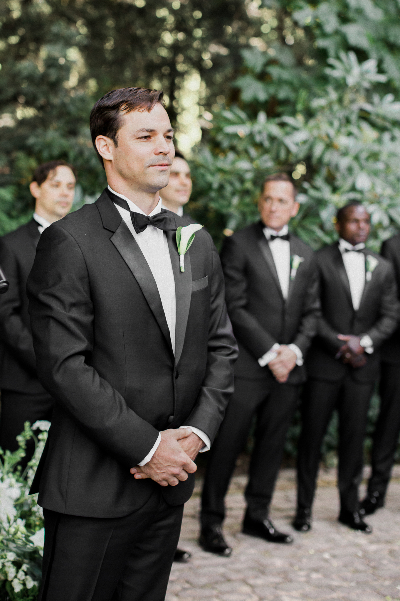 129OutliveCreative_Travel_Photographer_Videographer_Lewis&Clark_Oregon_Elegant_BlackTie_Destination_Wedding.jpg