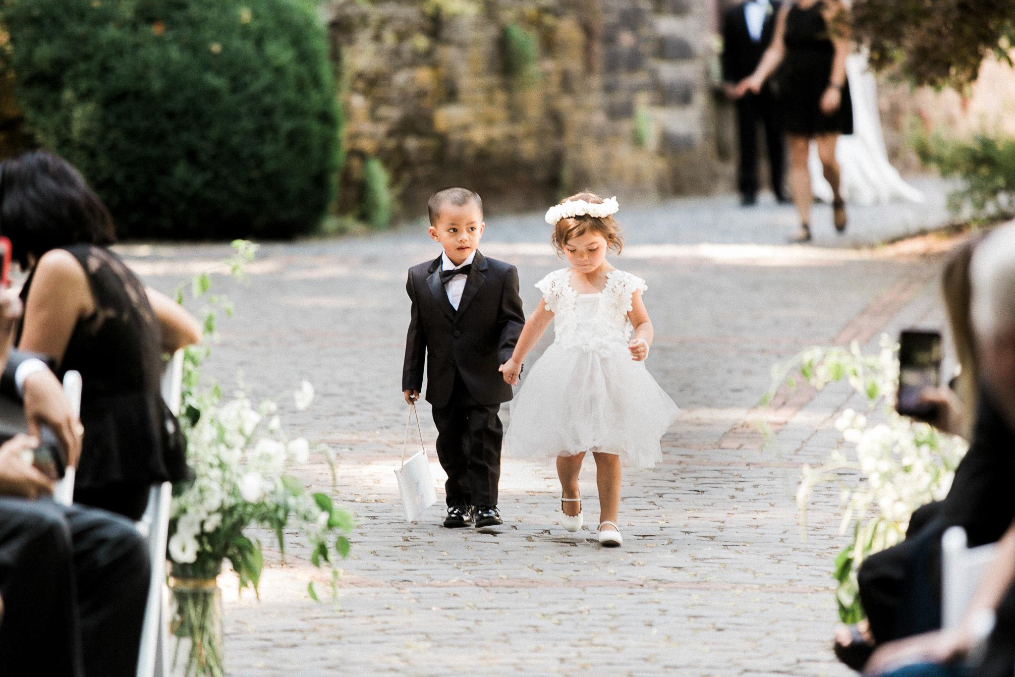 131OutliveCreative_Travel_Photographer_Videographer_Lewis&Clark_Oregon_Elegant_BlackTie_Destination_Wedding.jpg