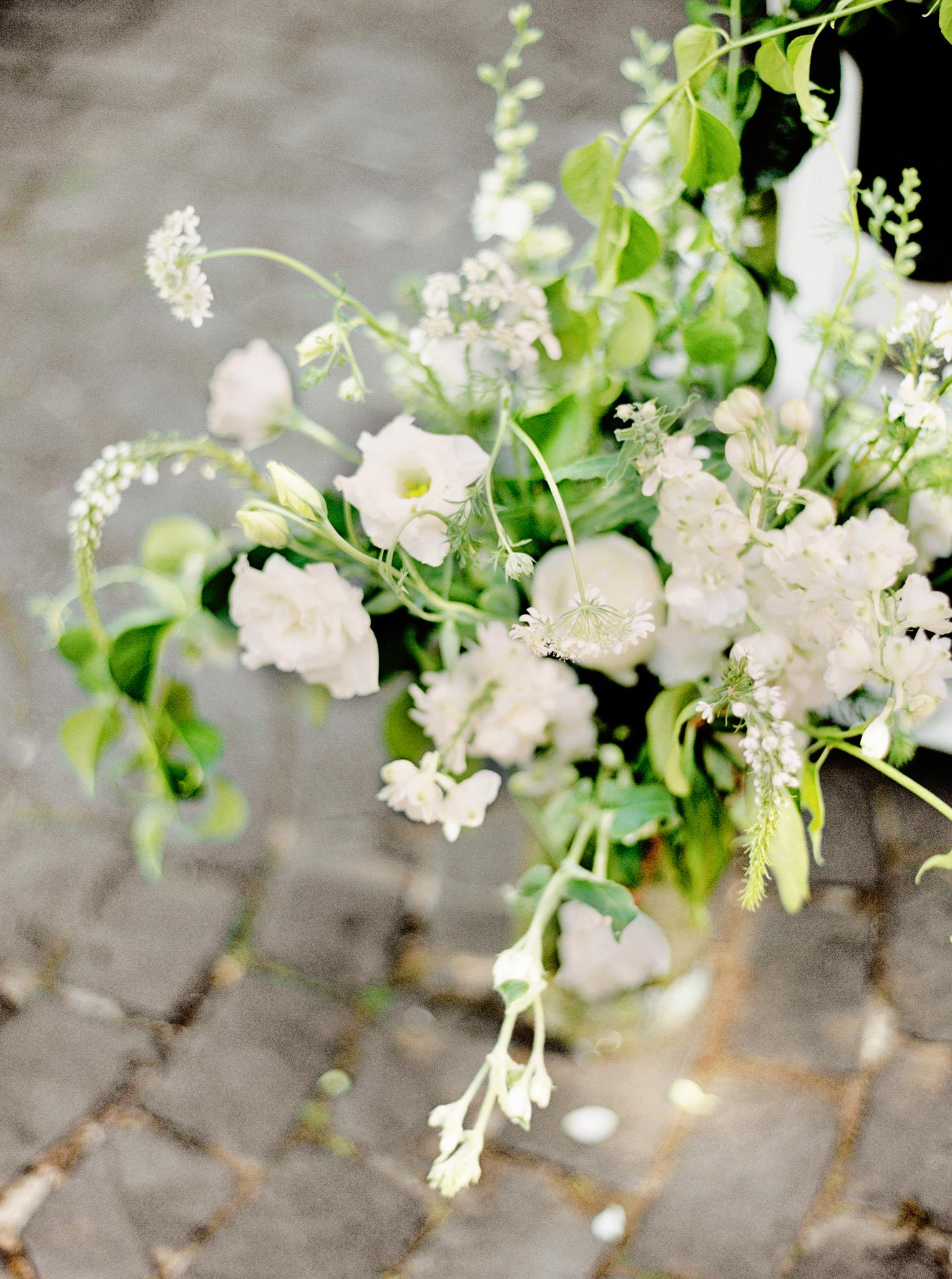 135OutliveCreative_Travel_Photographer_Videographer_Lewis&Clark_Oregon_Elegant_BlackTie_Destination_Wedding.jpg