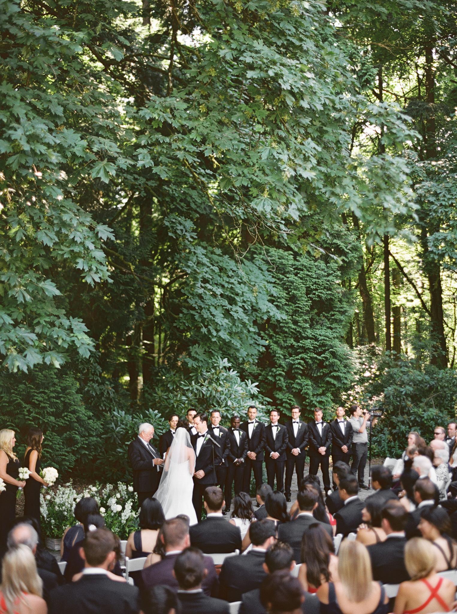 139OutliveCreative_Travel_Photographer_Videographer_Lewis&Clark_Oregon_Elegant_BlackTie_Destination_Wedding.jpg