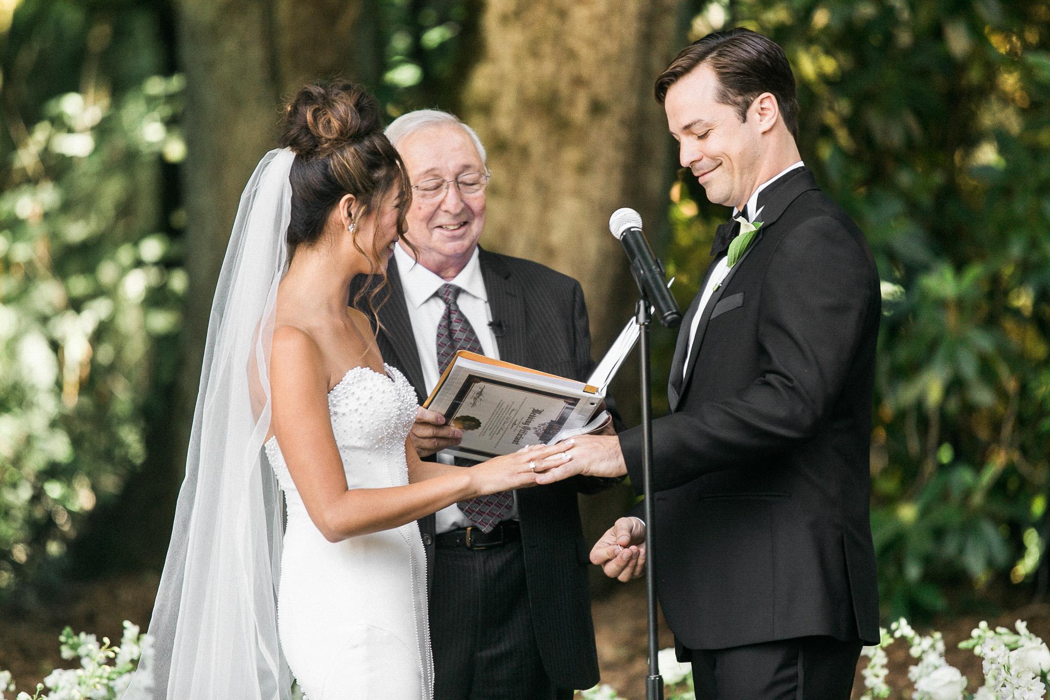 141OutliveCreative_Travel_Photographer_Videographer_Lewis&Clark_Oregon_Elegant_BlackTie_Destination_Wedding.jpg