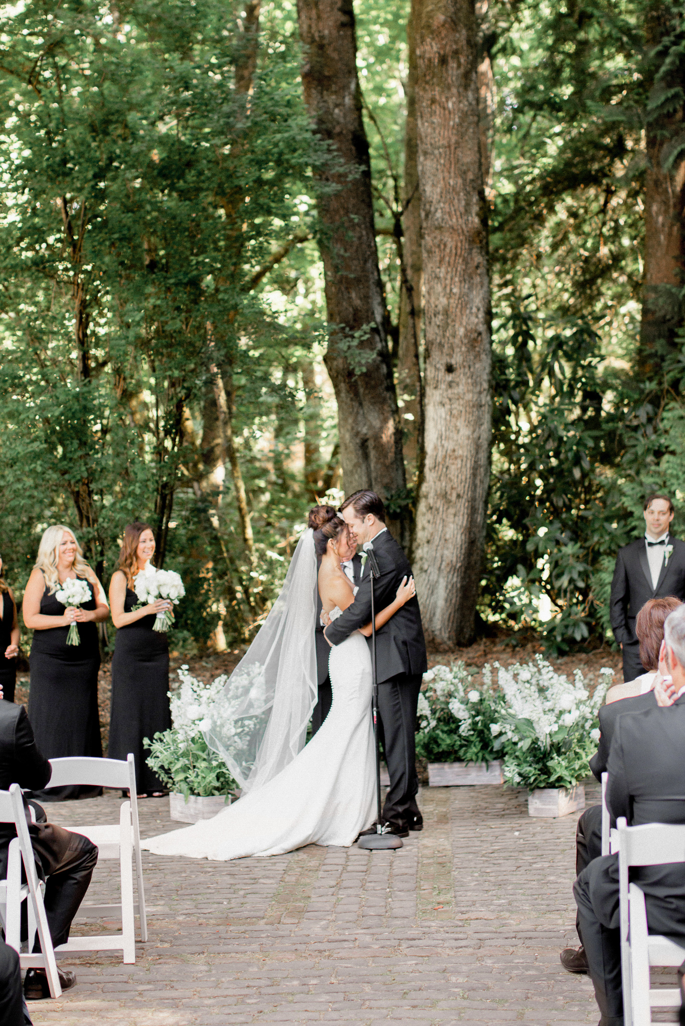 143OutliveCreative_Travel_Photographer_Videographer_Lewis&Clark_Oregon_Elegant_BlackTie_Destination_Wedding.jpg