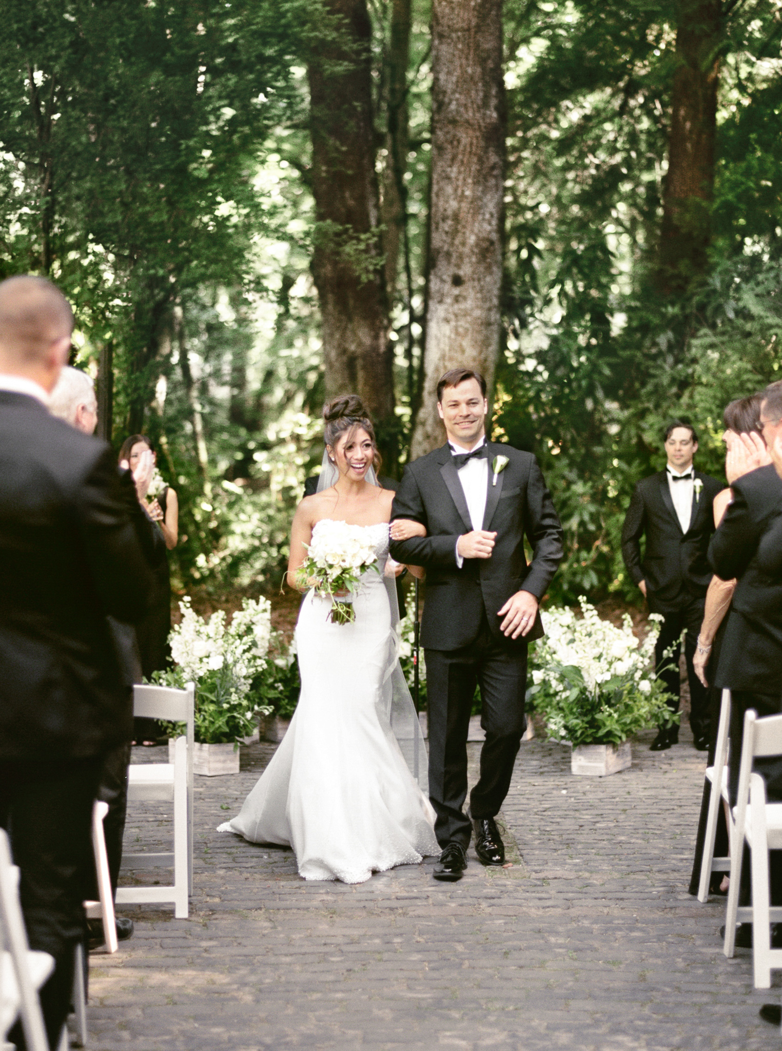 144OutliveCreative_Travel_Photographer_Videographer_Lewis&Clark_Oregon_Elegant_BlackTie_Destination_Wedding.jpg