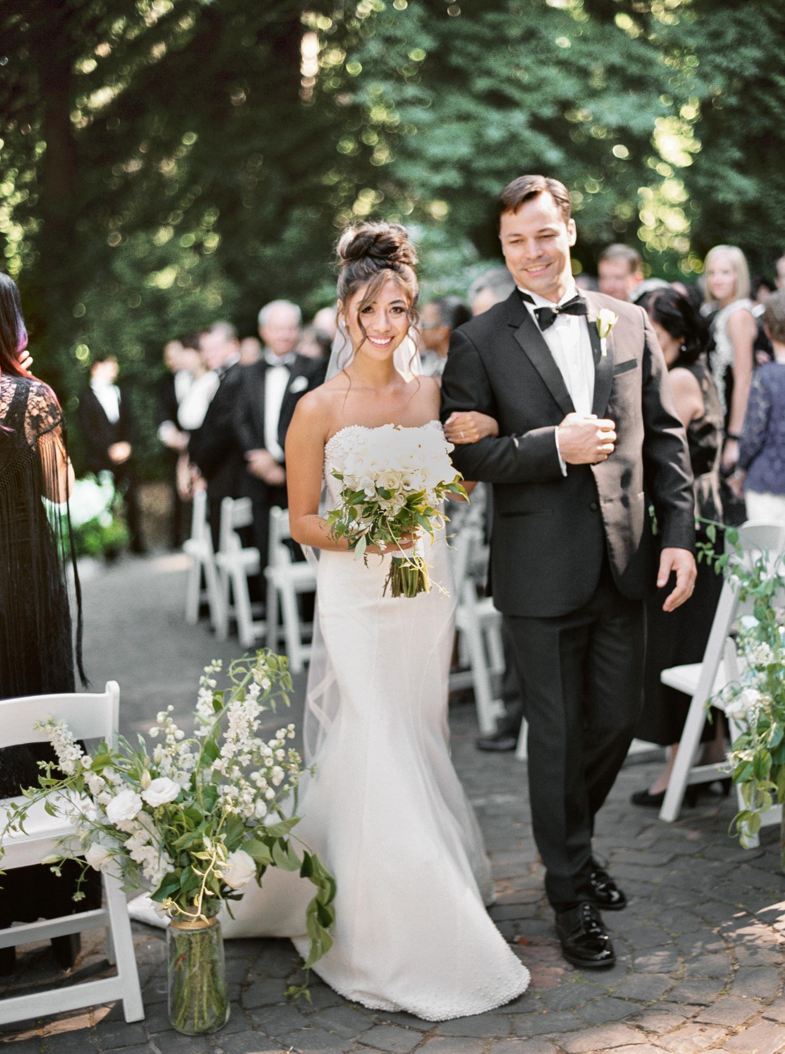 145OutliveCreative_Travel_Photographer_Videographer_Lewis&Clark_Oregon_Elegant_BlackTie_Destination_Wedding.jpg