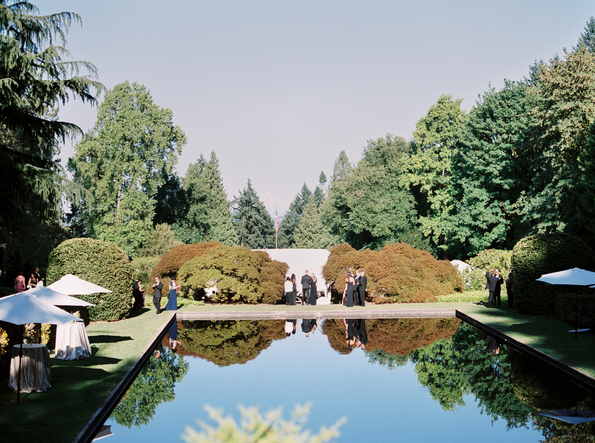 148OutliveCreative_Travel_Photographer_Videographer_Lewis&Clark_Oregon_Elegant_BlackTie_Destination_Wedding.jpg