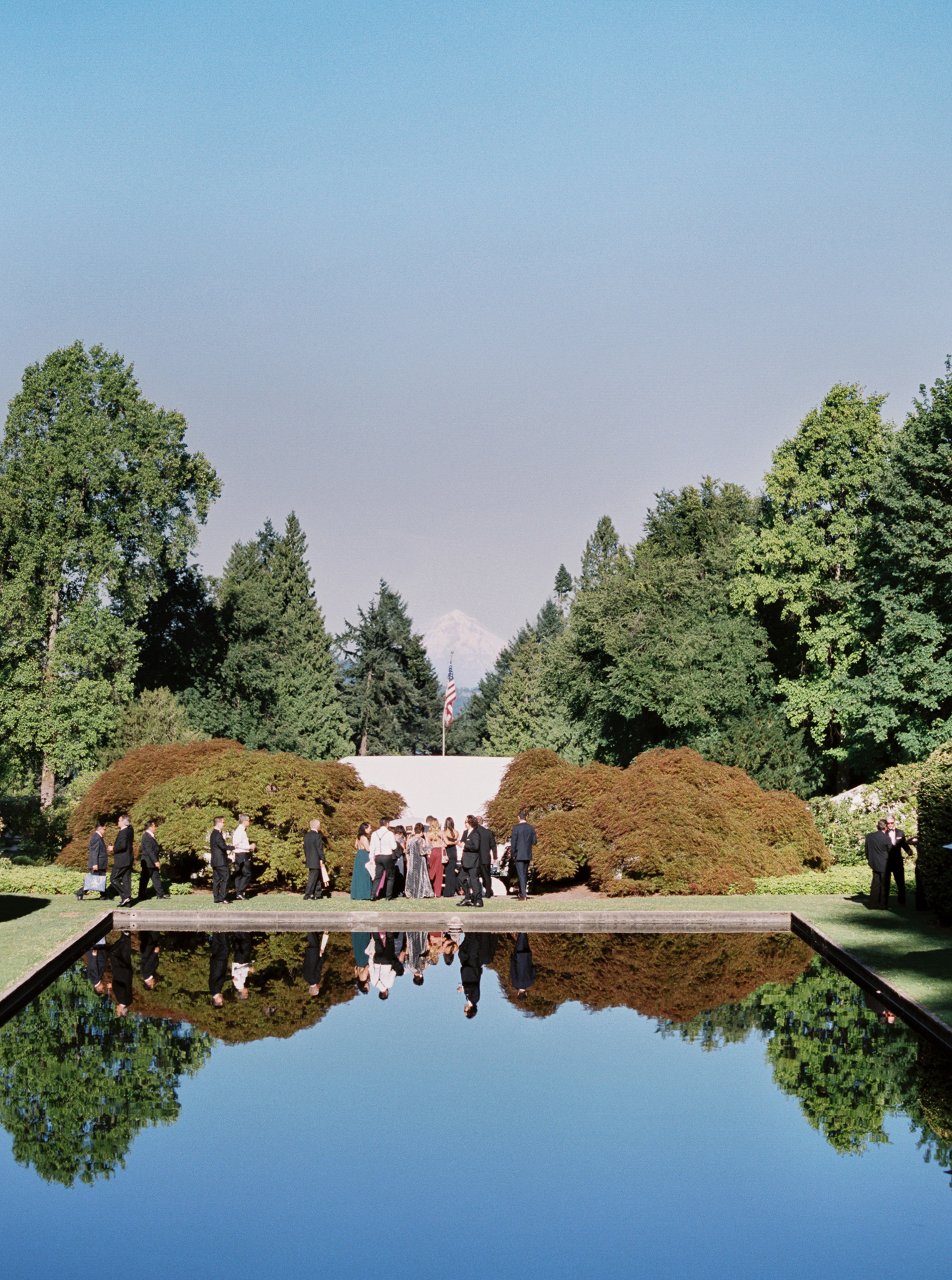 153OutliveCreative_Travel_Photographer_Videographer_Lewis&Clark_Oregon_Elegant_BlackTie_Destination_Wedding.jpg