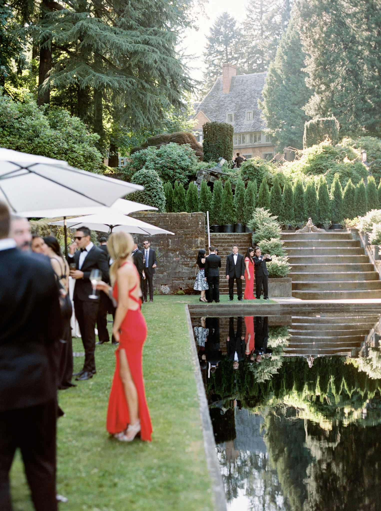 156OutliveCreative_Travel_Photographer_Videographer_Lewis&Clark_Oregon_Elegant_BlackTie_Destination_Wedding.jpg