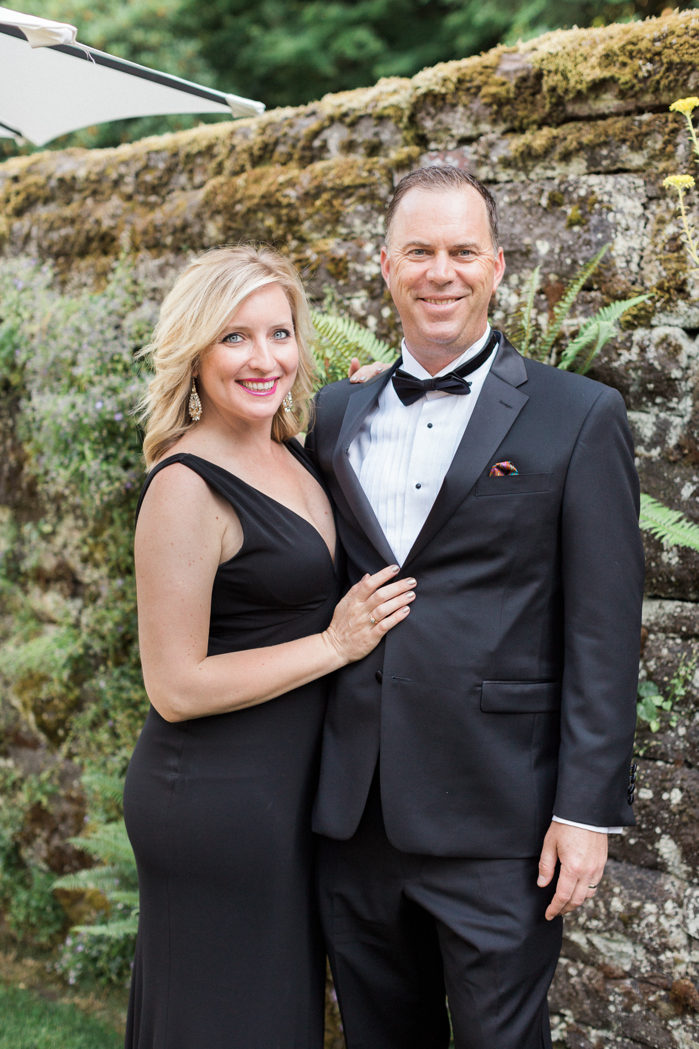 159OutliveCreative_Travel_Photographer_Videographer_Lewis&Clark_Oregon_Elegant_BlackTie_Destination_Wedding.jpg