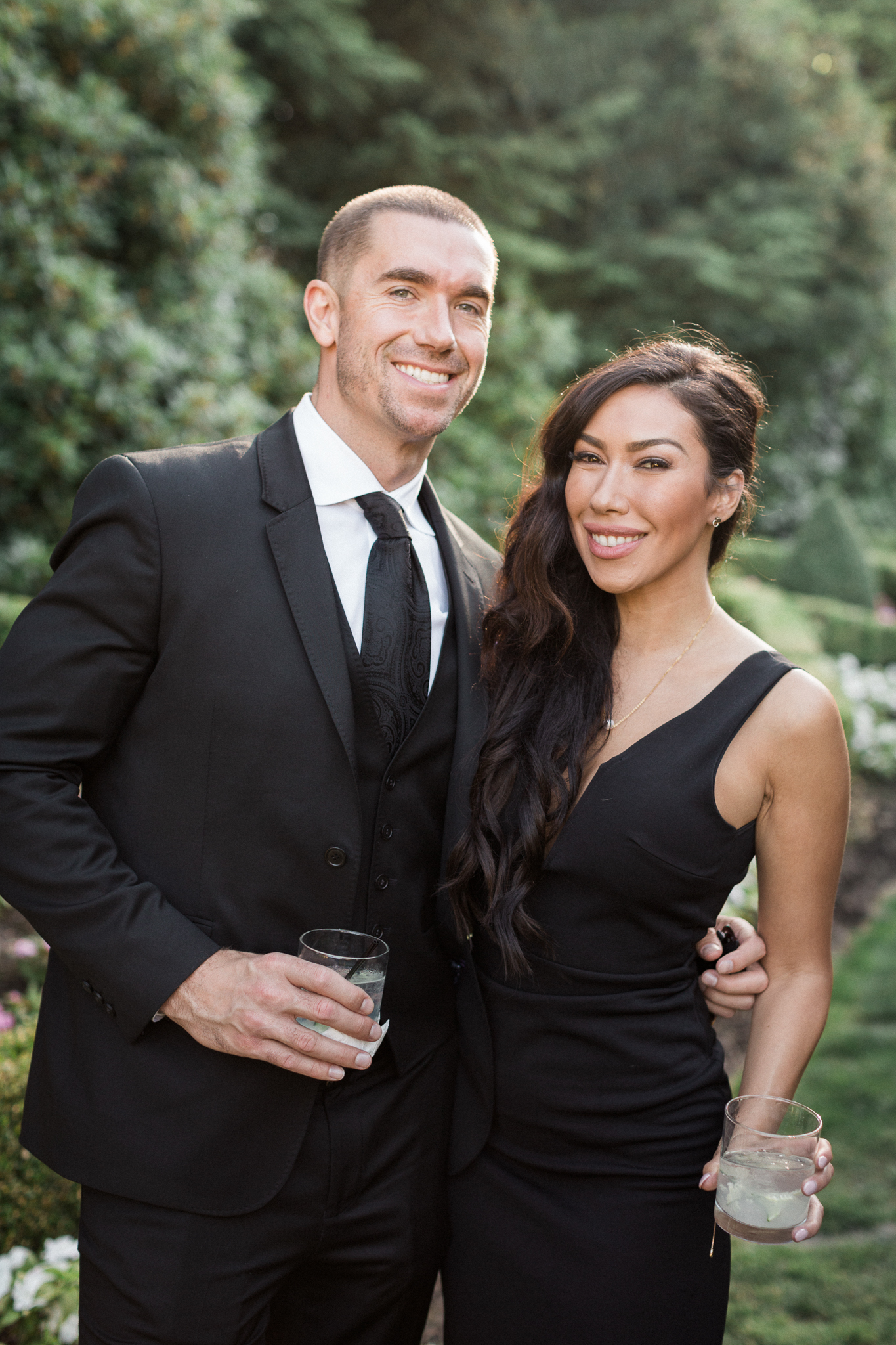 160OutliveCreative_Travel_Photographer_Videographer_Lewis&Clark_Oregon_Elegant_BlackTie_Destination_Wedding.jpg