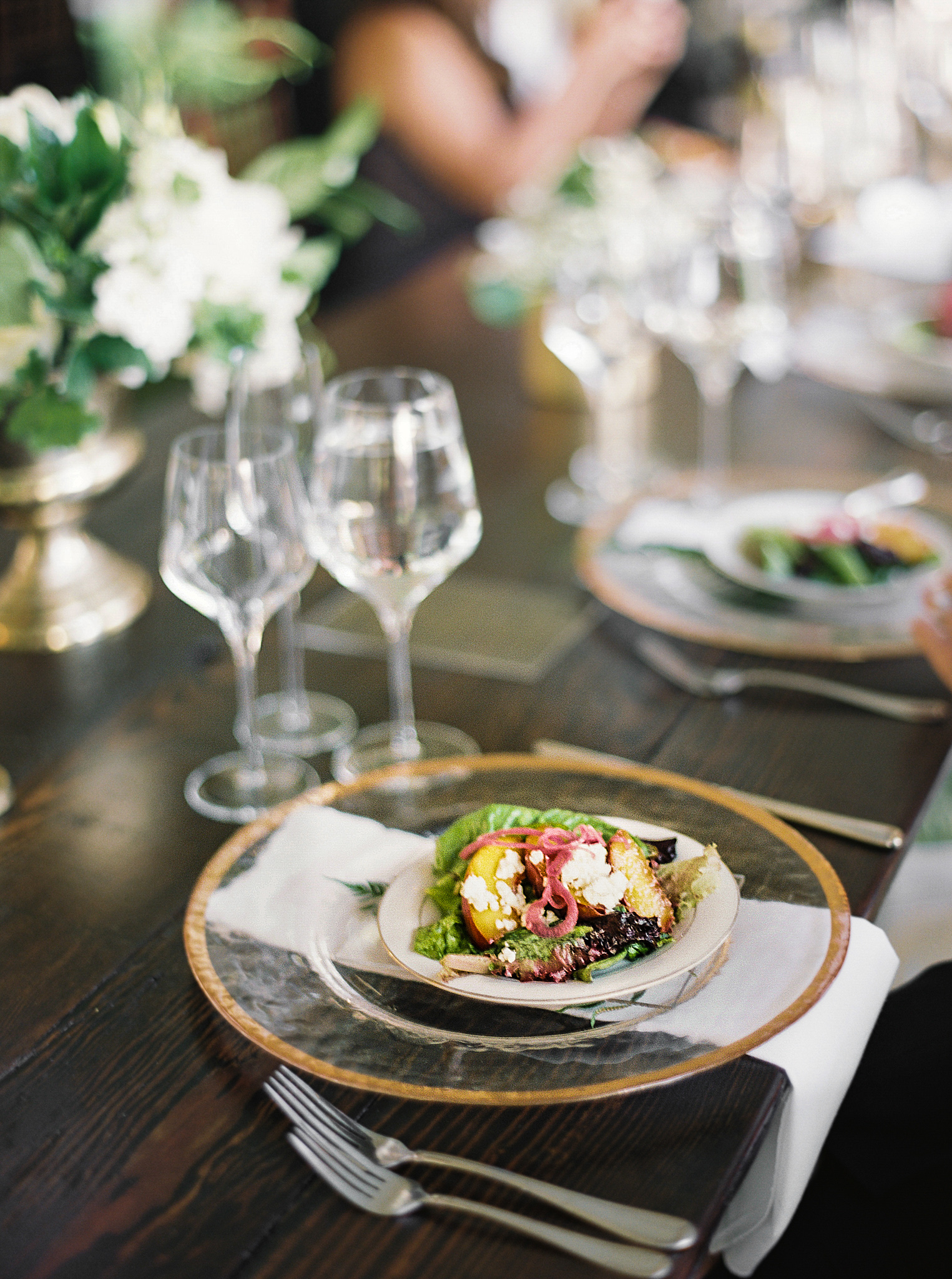 173OutliveCreative_Travel_Photographer_Videographer_Lewis&Clark_Oregon_Elegant_BlackTie_Destination_Wedding.jpg