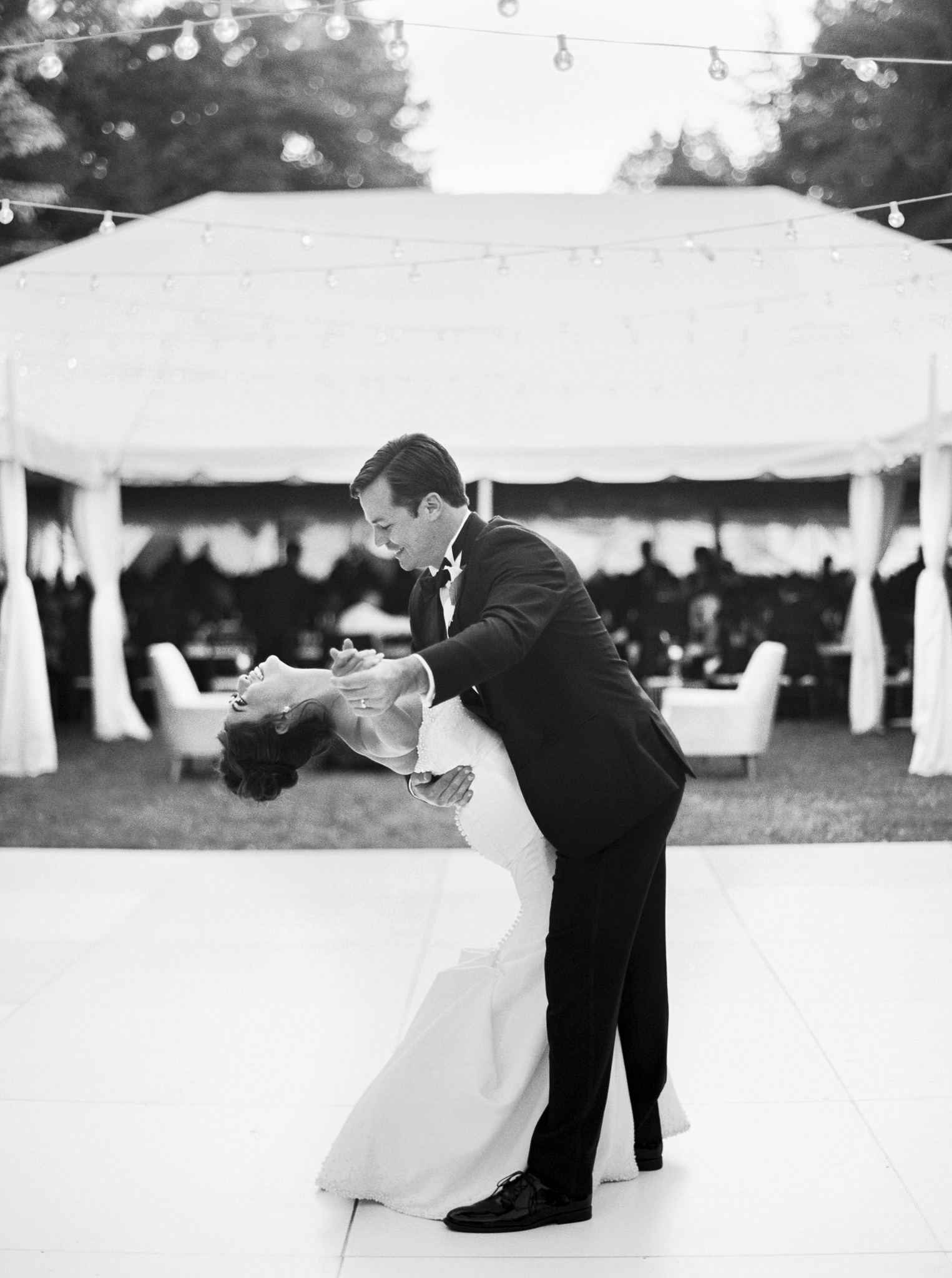 181OutliveCreative_Travel_Photographer_Videographer_Lewis&Clark_Oregon_Elegant_BlackTie_Destination_Wedding.jpg