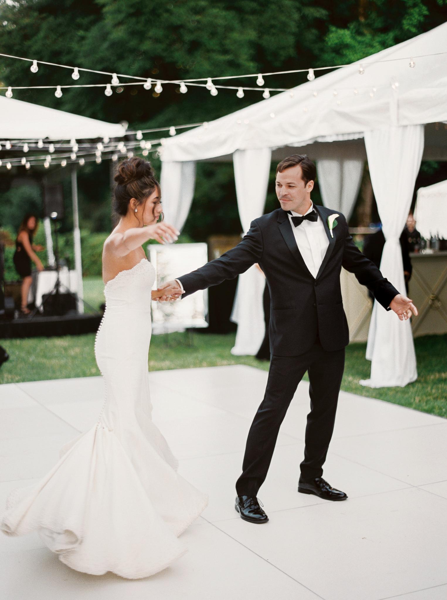 184OutliveCreative_Travel_Photographer_Videographer_Lewis&Clark_Oregon_Elegant_BlackTie_Destination_Wedding.jpg