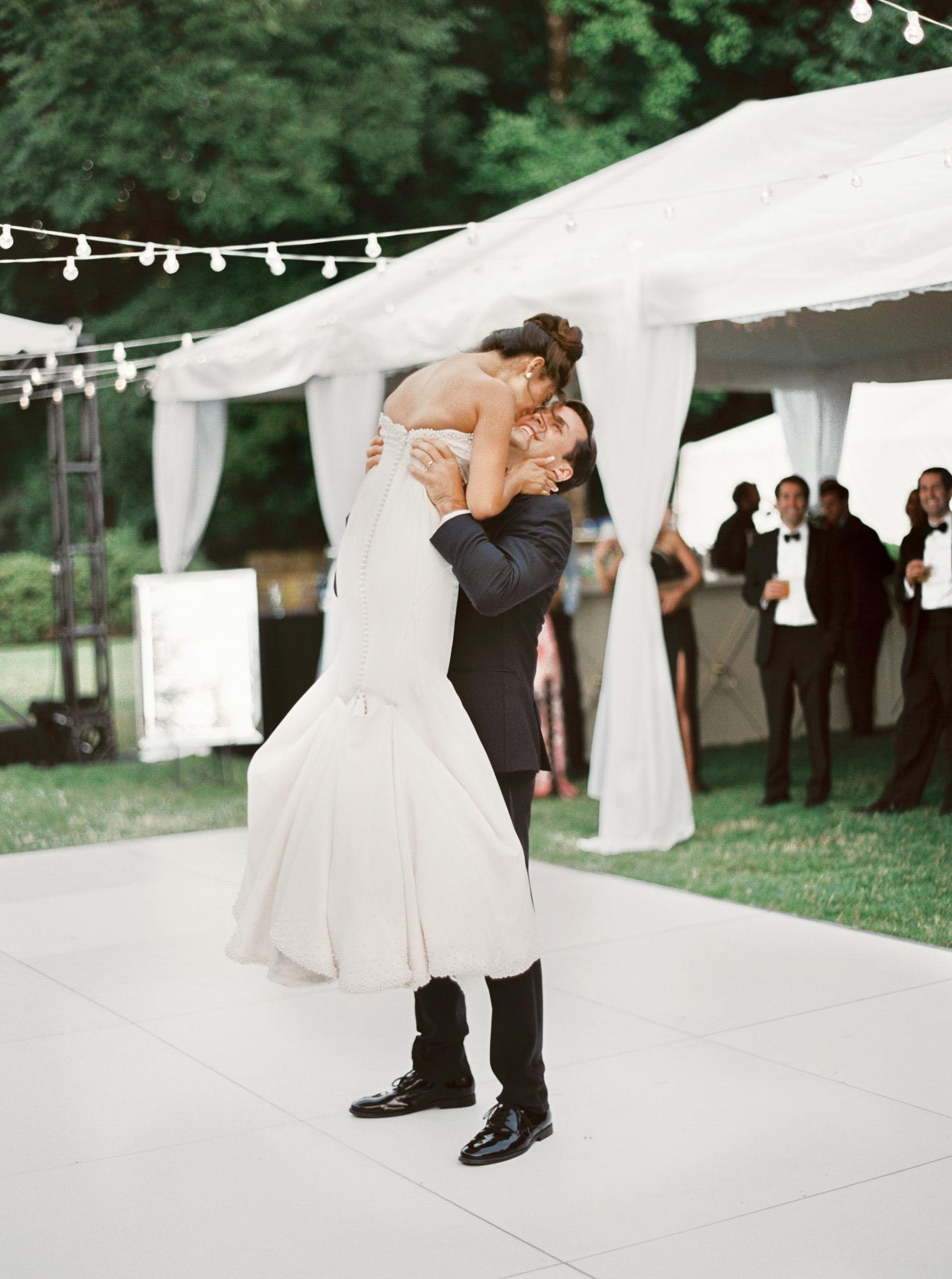 185OutliveCreative_Travel_Photographer_Videographer_Lewis&Clark_Oregon_Elegant_BlackTie_Destination_Wedding.jpg