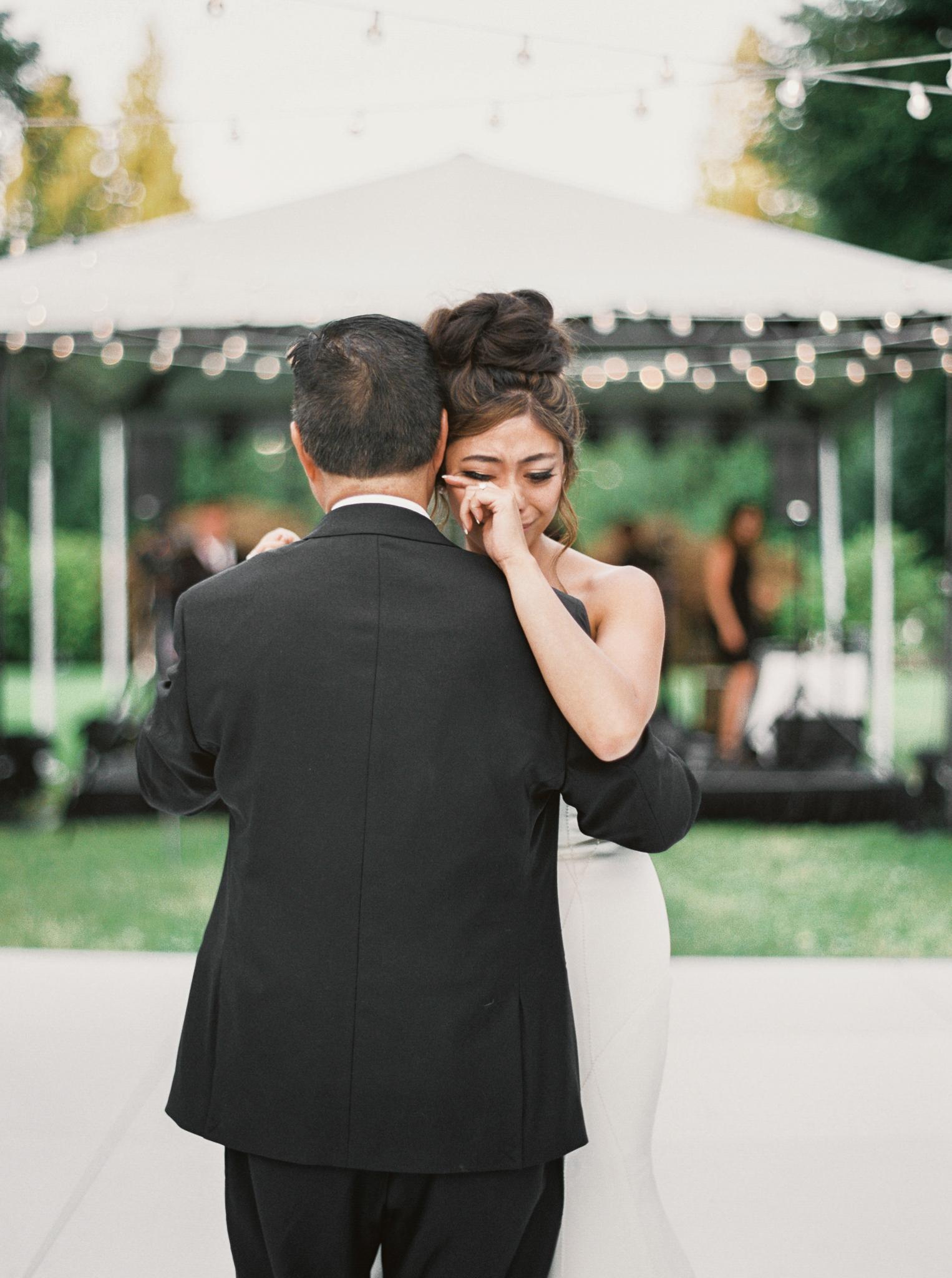 183OutliveCreative_Travel_Photographer_Videographer_Lewis&Clark_Oregon_Elegant_BlackTie_Destination_Wedding.jpg