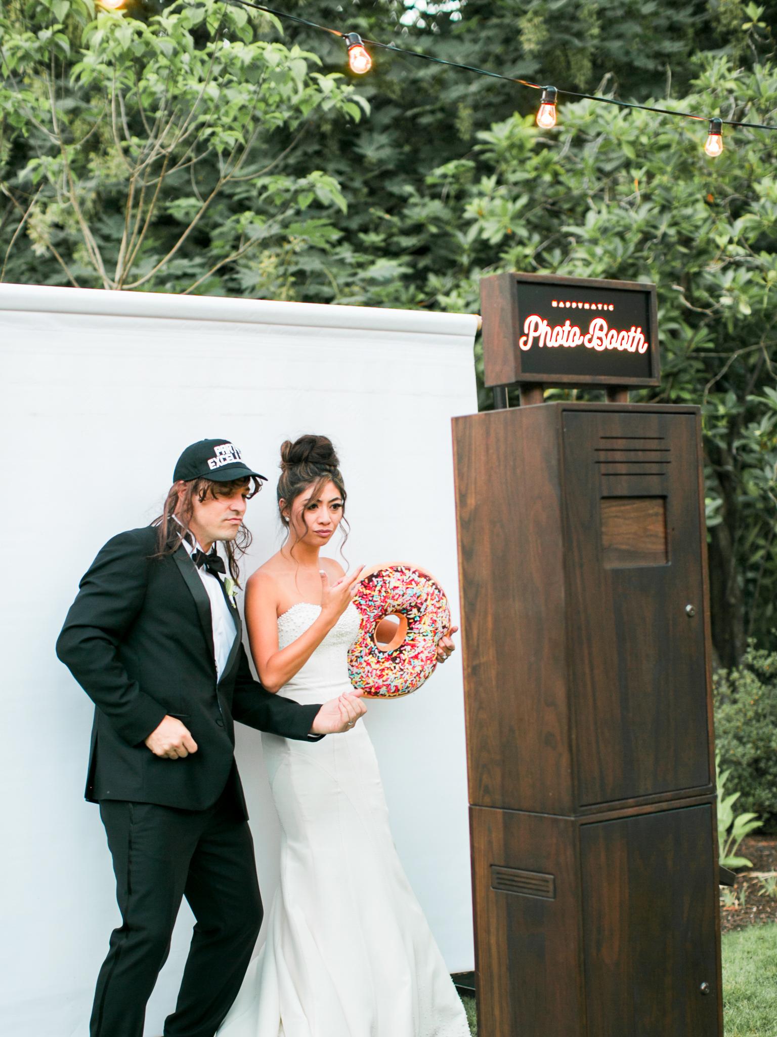 215OutliveCreative_Travel_Photographer_Videographer_Lewis&Clark_Oregon_Elegant_BlackTie_Destination_Wedding.jpg