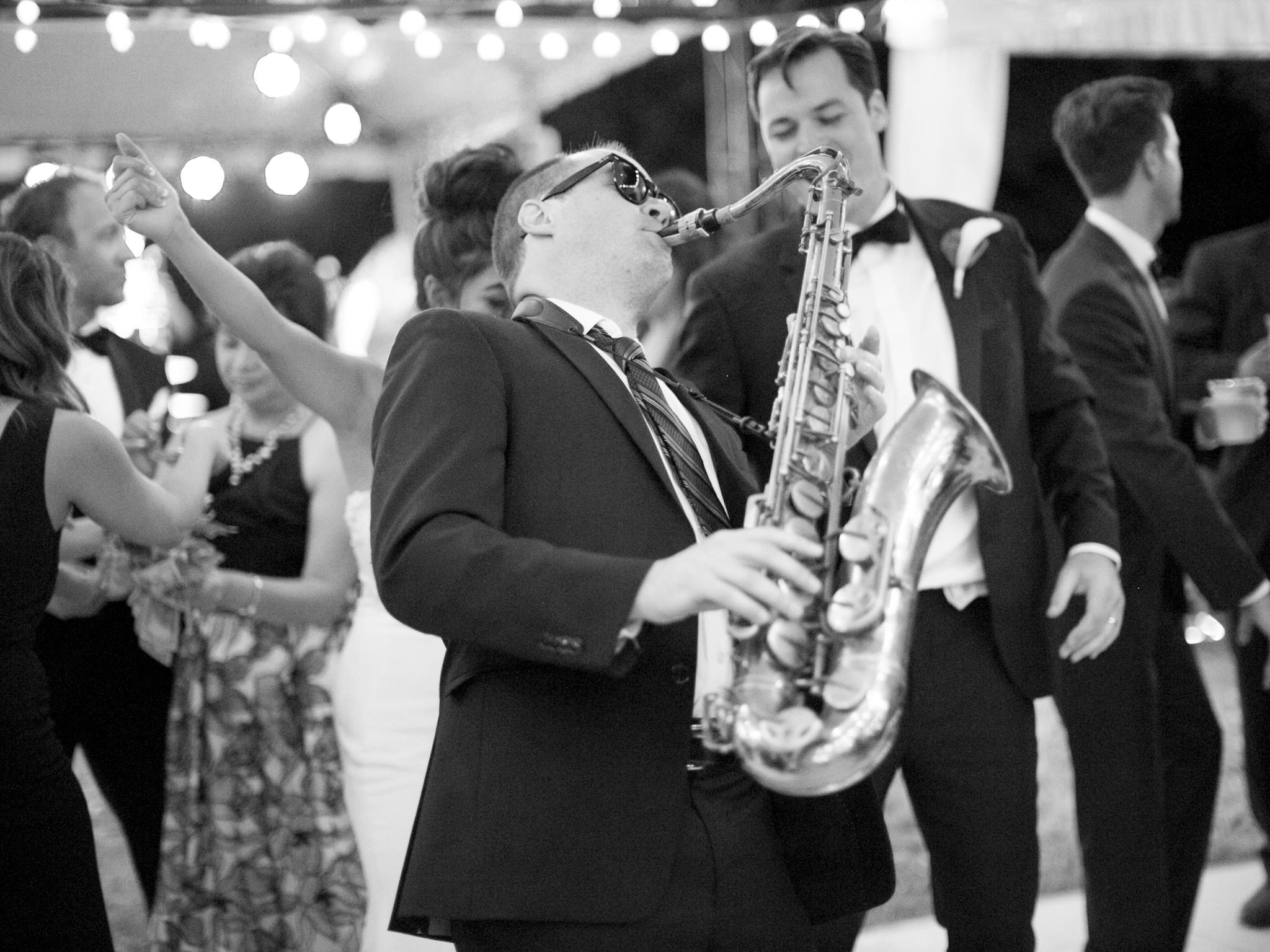 218OutliveCreative_Travel_Photographer_Videographer_Lewis&Clark_Oregon_Elegant_BlackTie_Destination_Wedding.jpg