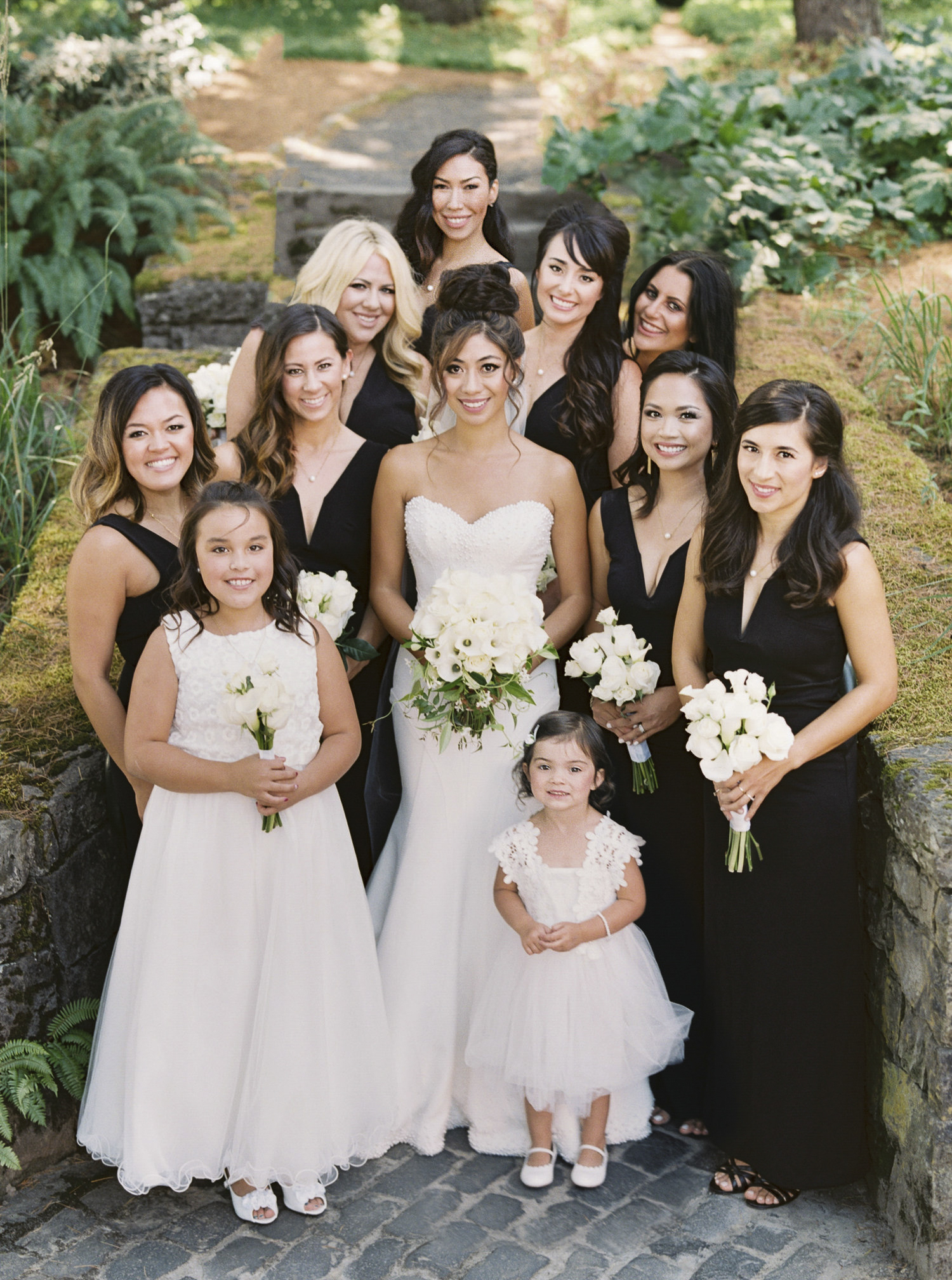 023OutliveCreative_Travel_Photographer_Videographer_Lewis&Clark_Oregon_Elegant_BlackTie_Destination_Wedding.jpg