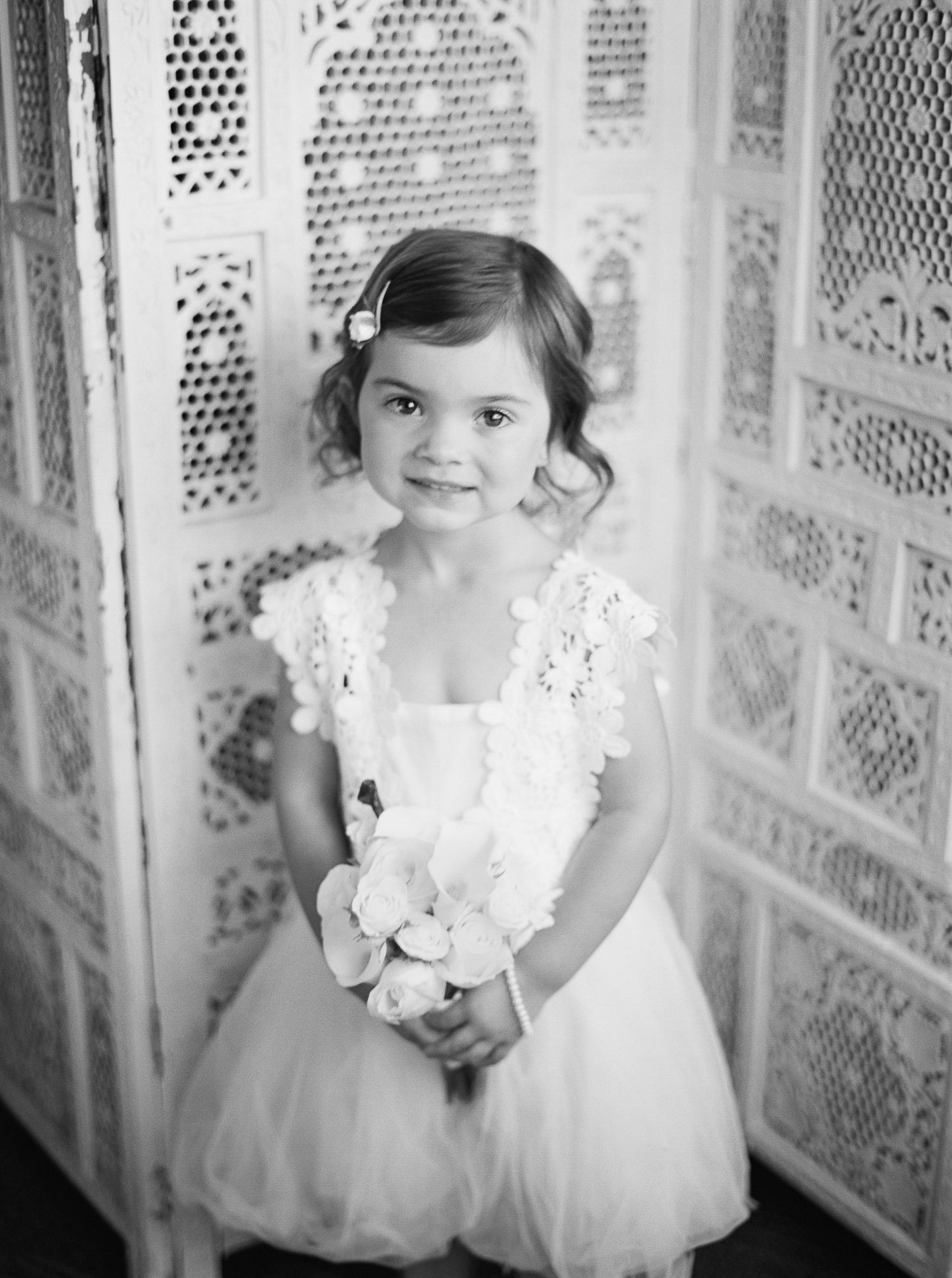 029OutliveCreative_Travel_Photographer_Videographer_Lewis&Clark_Oregon_Elegant_BlackTie_Destination_Wedding_1.jpg