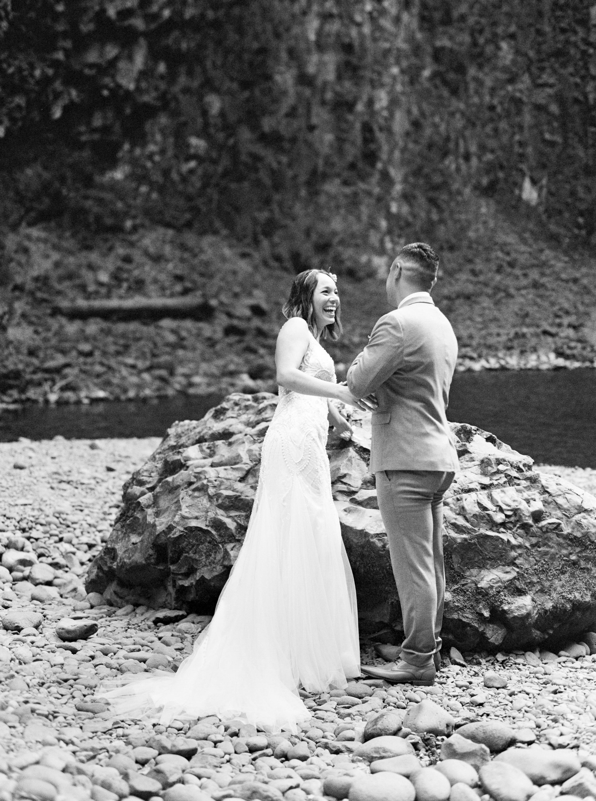 abiqua_falls_elopement_wedding_oregon_photographer_videographer_054.jpg