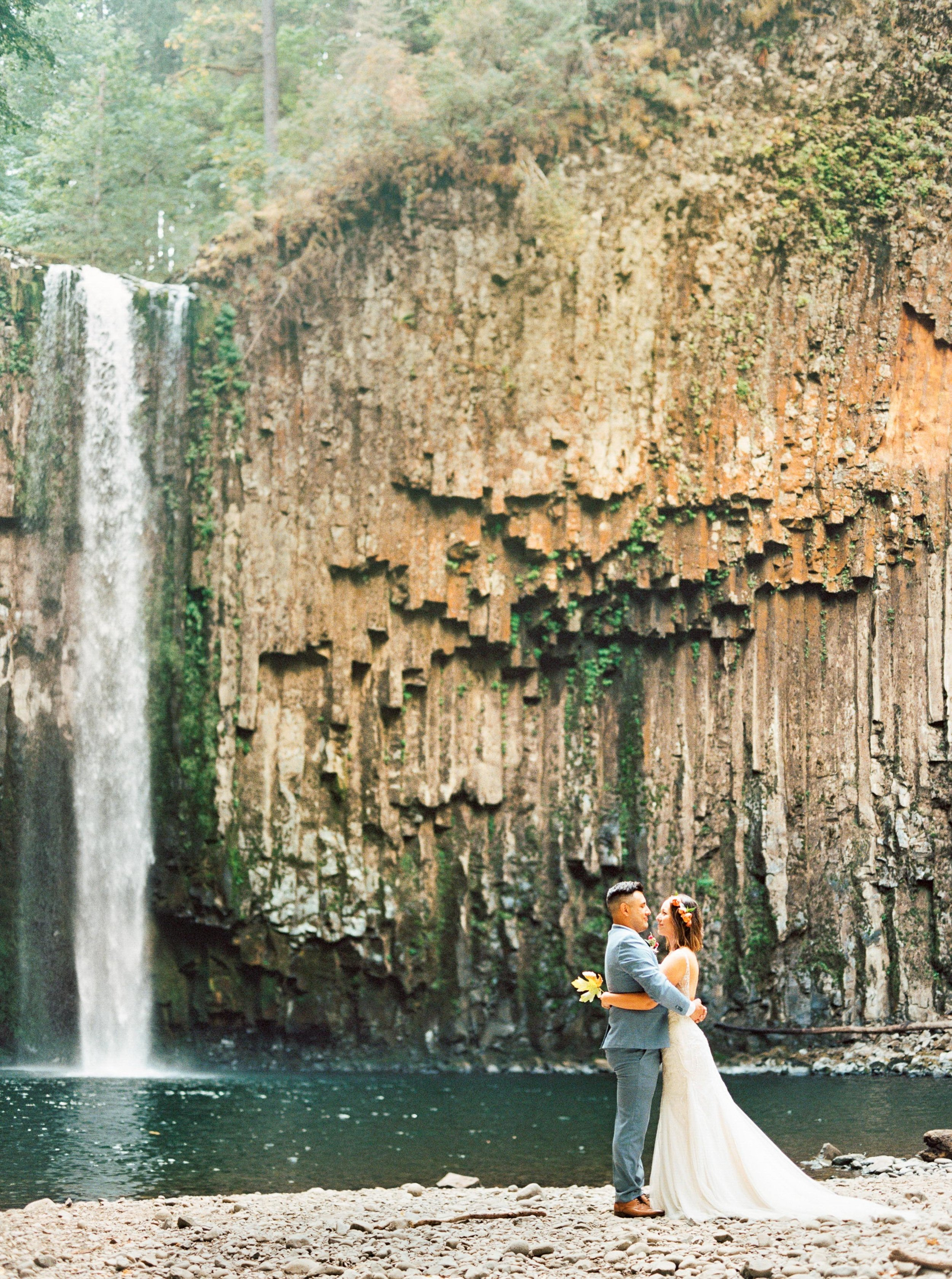abiqua_falls_elopement_wedding_oregon_photographer_videographer_069.jpg