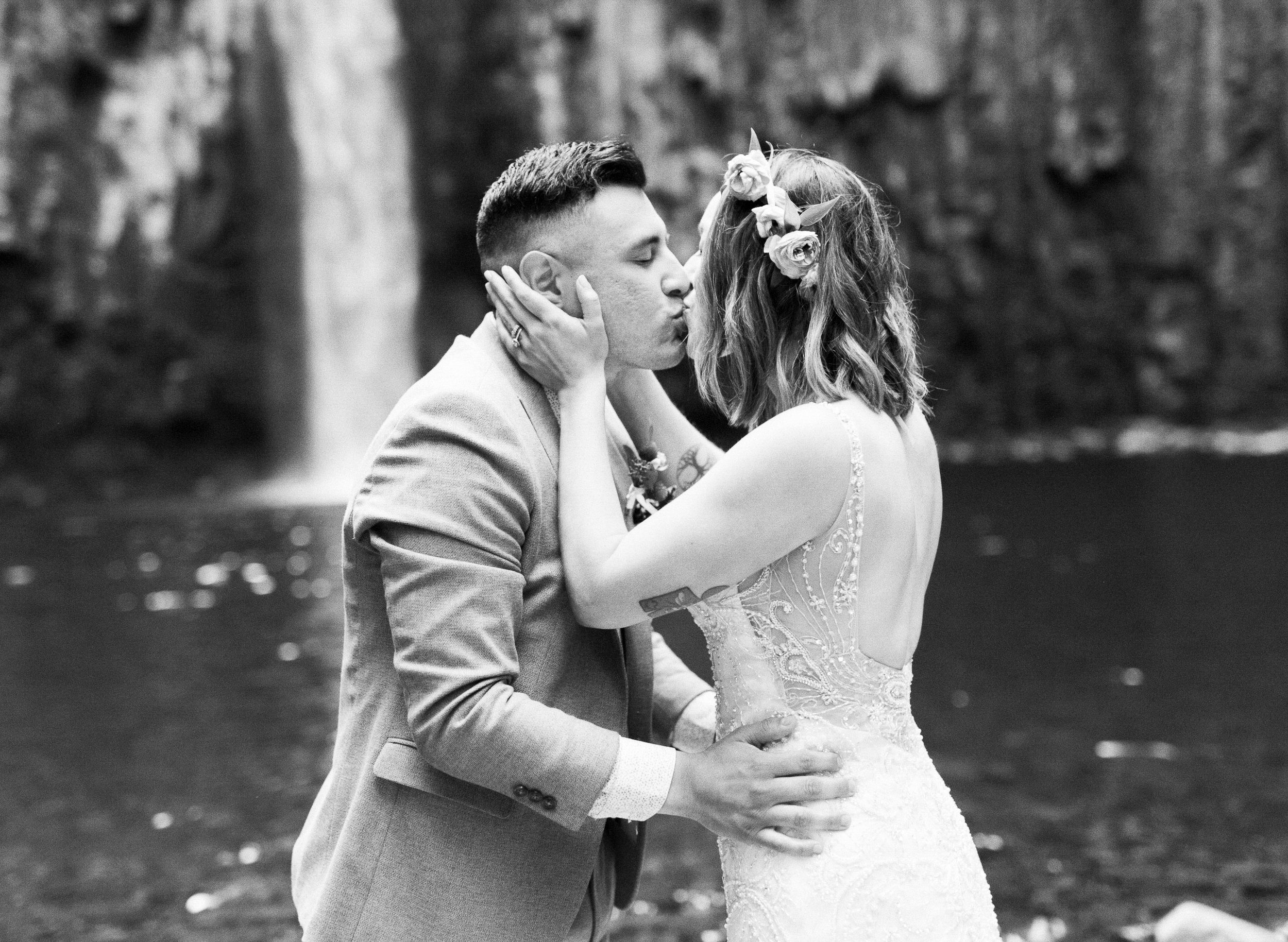 abiqua_falls_elopement_wedding_oregon_photographer_videographer_133.jpg