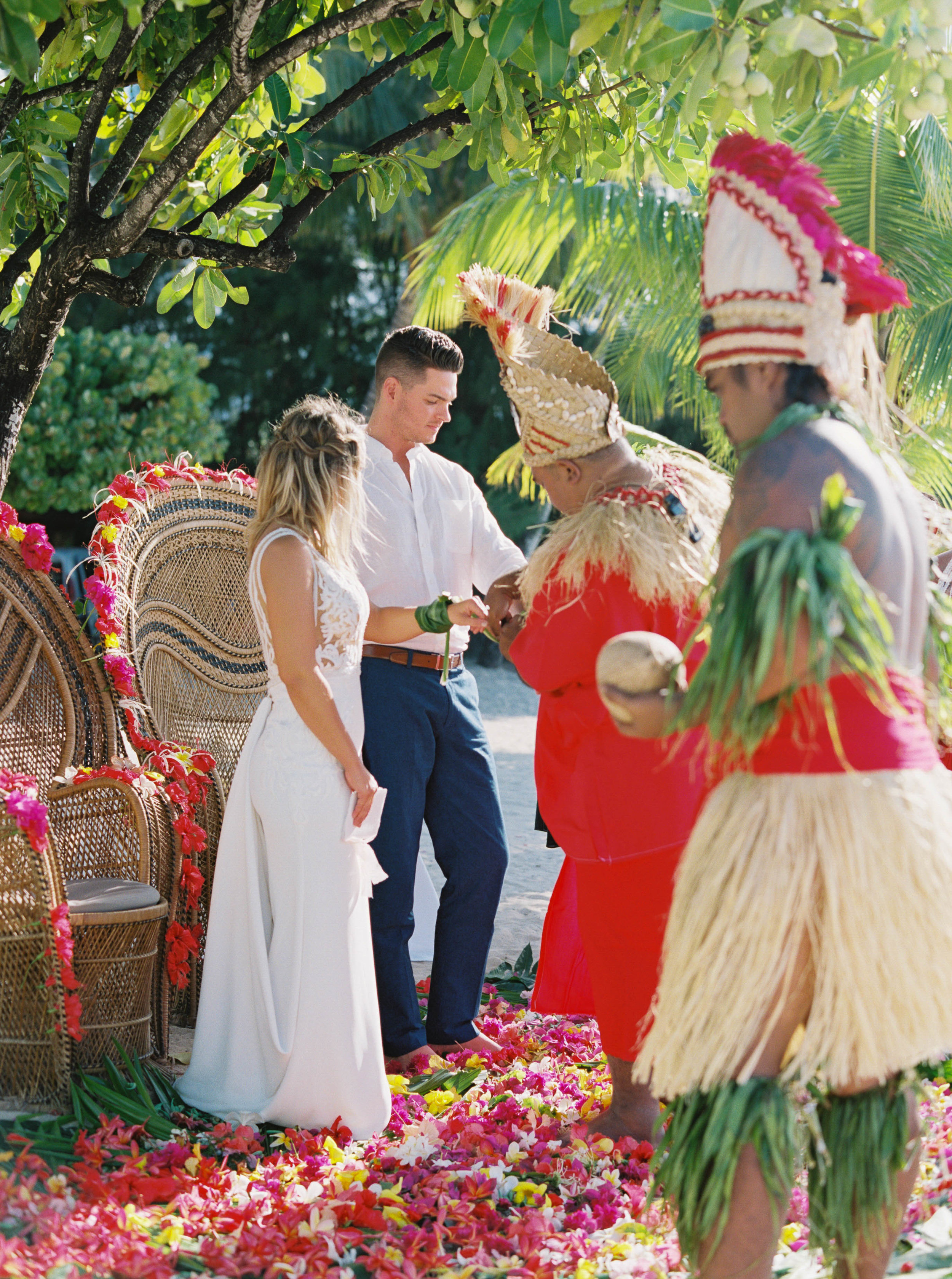 Moorea_Wedding_Elopement_Photographer_Videographer_082.jpg