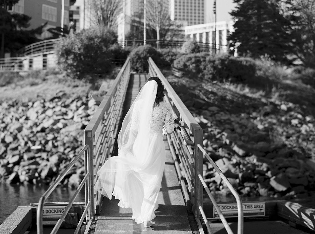 032portland,oregon,castaway,wedding,by_outlive_creative,photo,and,video.jpg