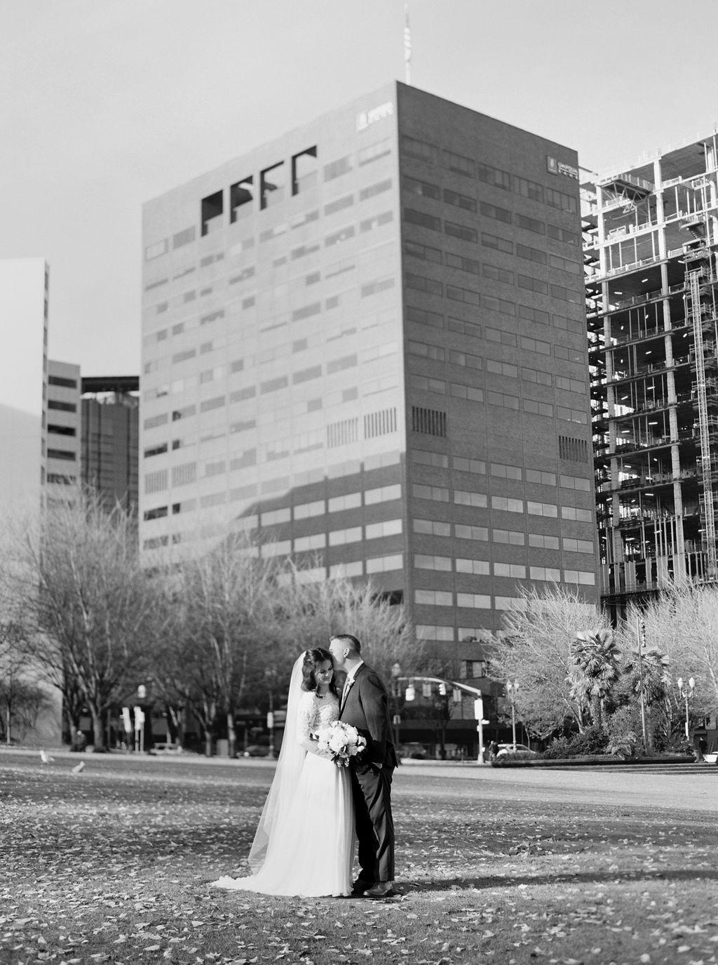 037portland,oregon,castaway,wedding,by_outlive_creative,photo,and,video.jpg