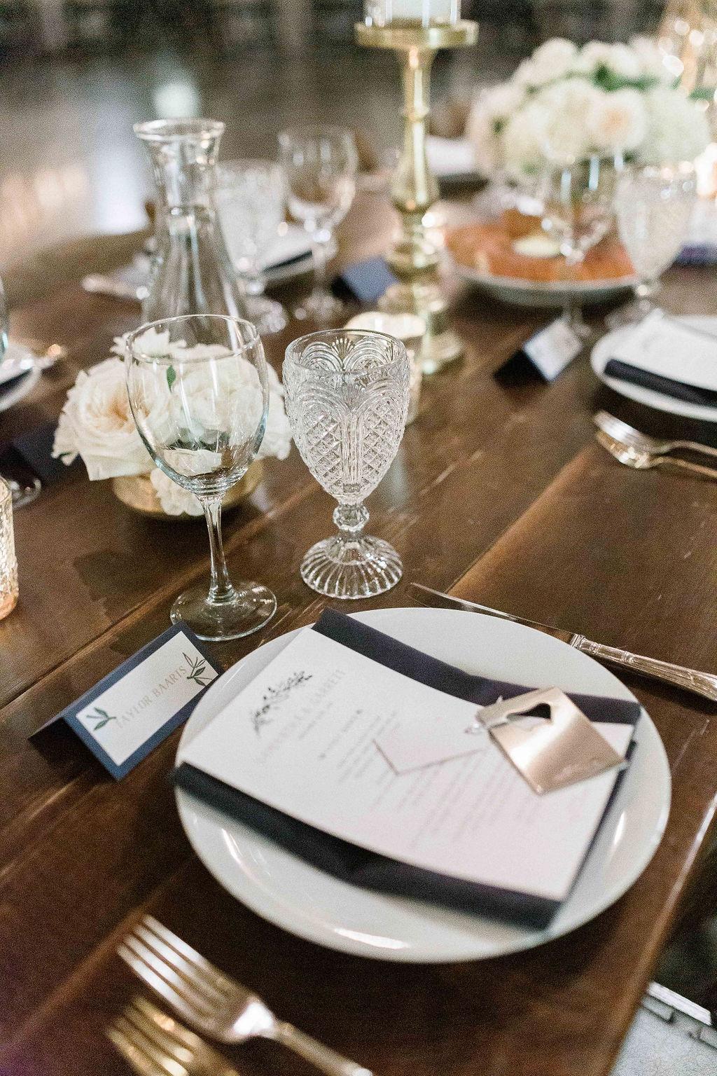 150portland,oregon,castaway,wedding,by_outlive_creative,photo,and,video.jpg