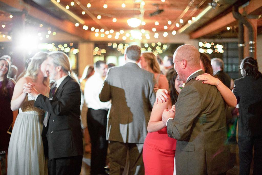 036_reception_portland,oregon,castaway,wedding,by_outlive_creative,photo,and,video.jpg