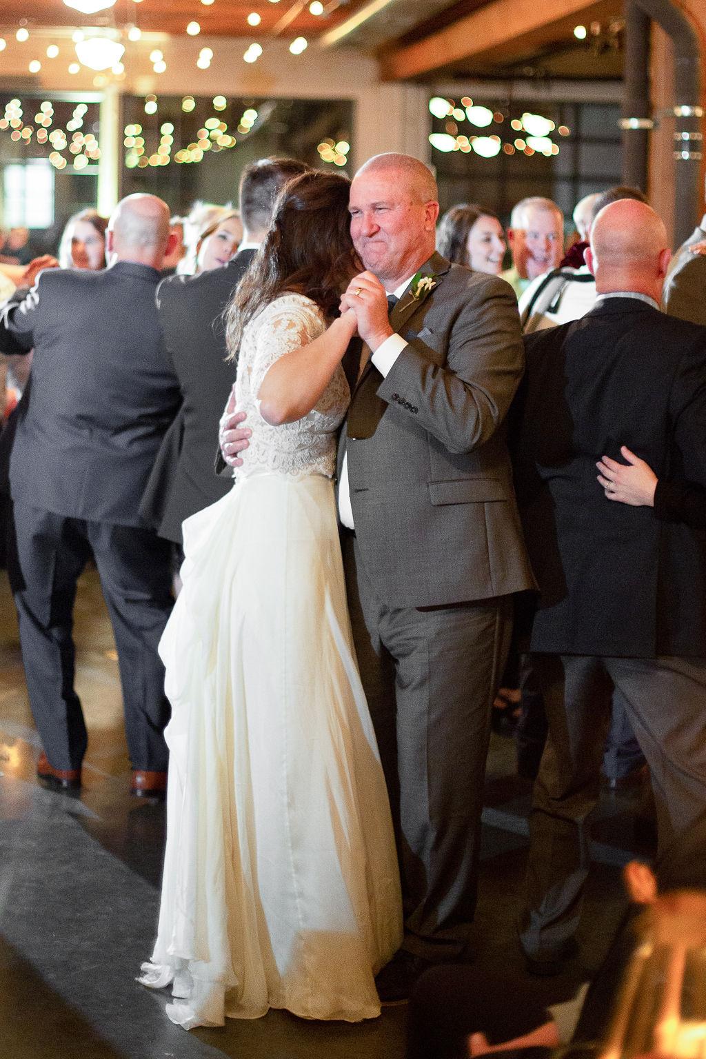 035_reception_portland,oregon,castaway,wedding,by_outlive_creative,photo,and,video.jpg
