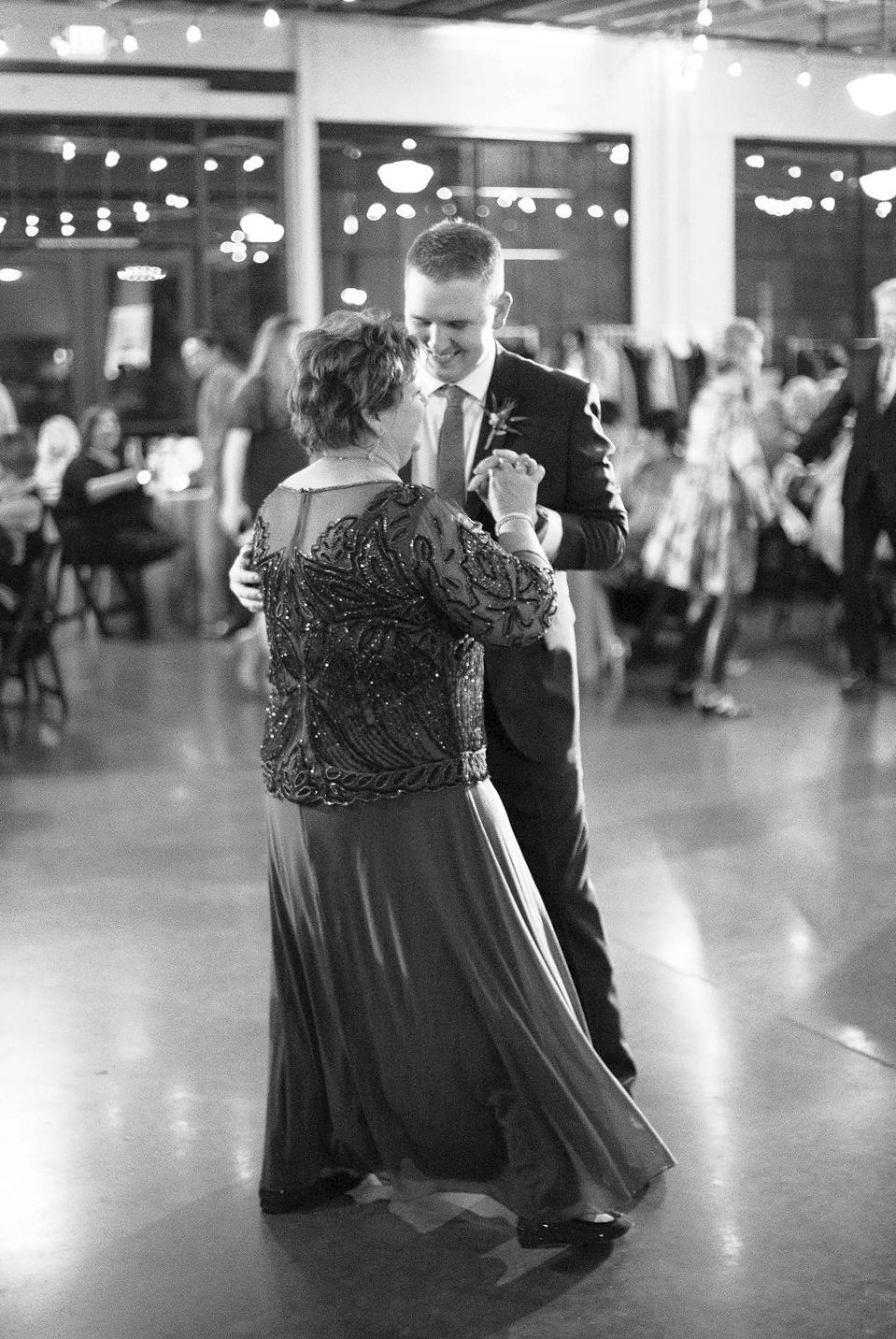 037_reception_portland,oregon,castaway,wedding,by_outlive_creative,photo,and,video.jpg