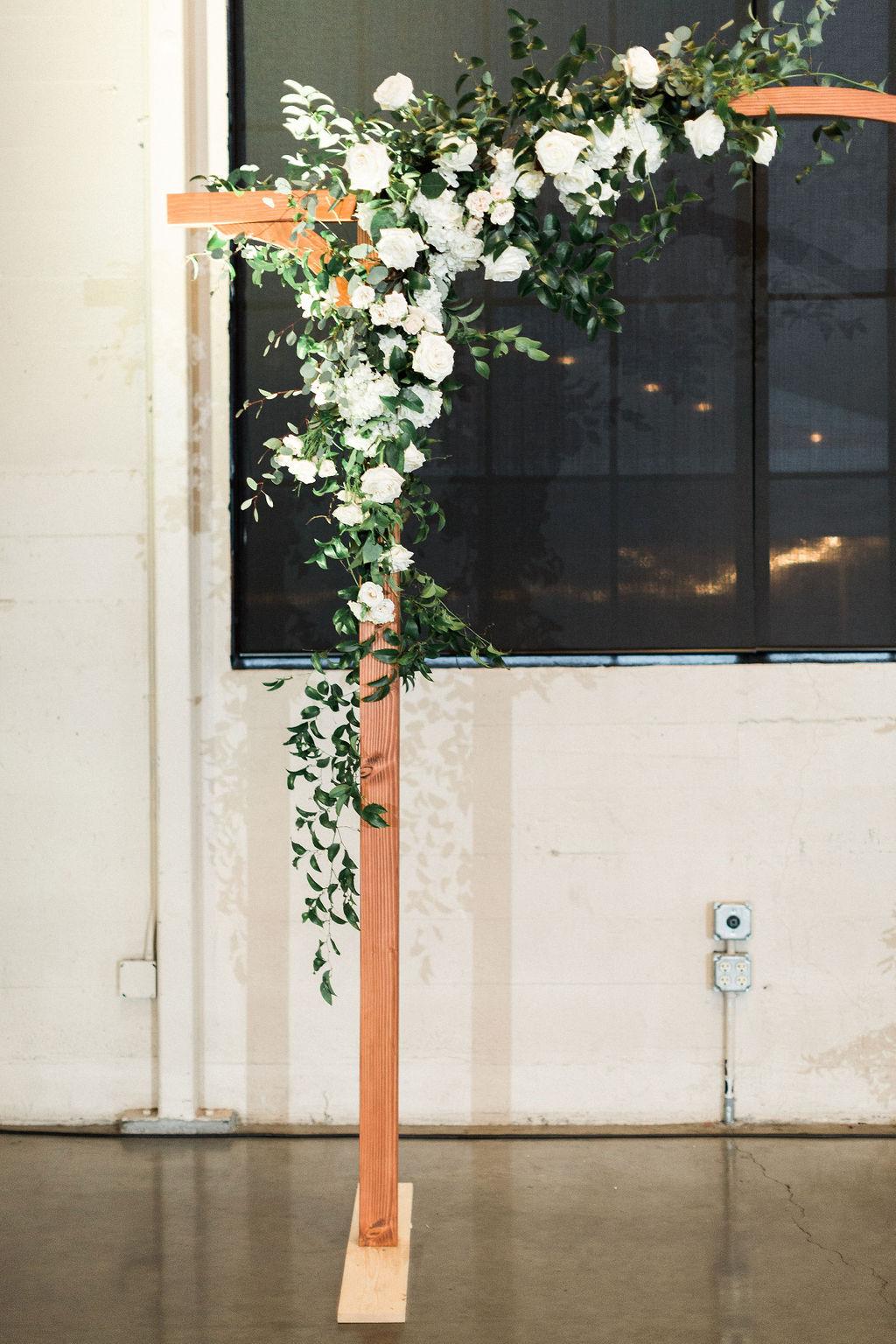 074portland,oregon,castaway,wedding,by_outlive_creative,photo,and,video.jpg