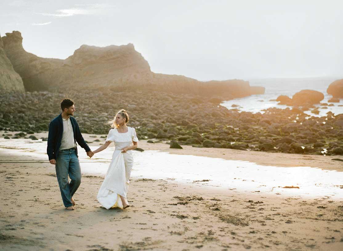 Oregon Coast Engagement Photos by Outlive Creative