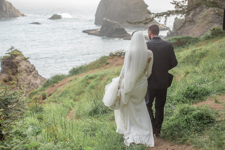 Oregon Coast Elopement by Outlive Creative