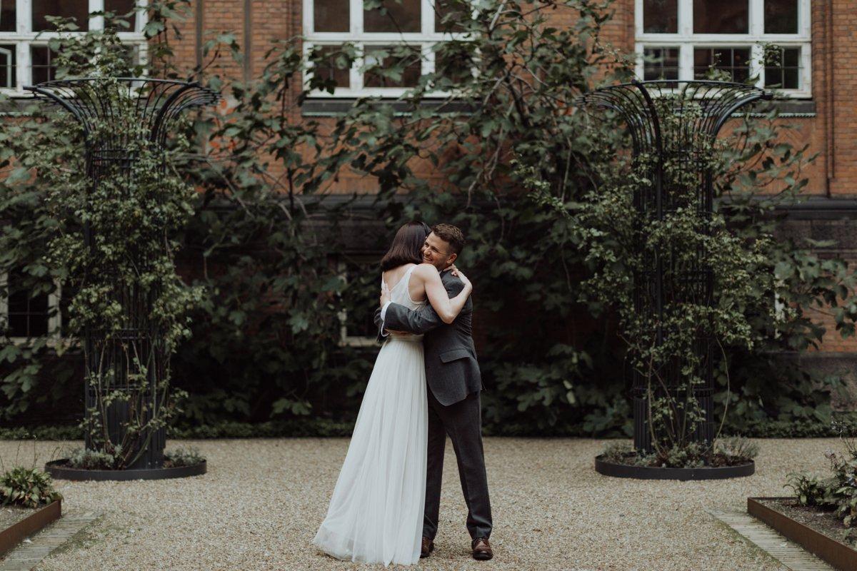 Louise & Fitan Elopenent Wedding Copenhagen City Hall