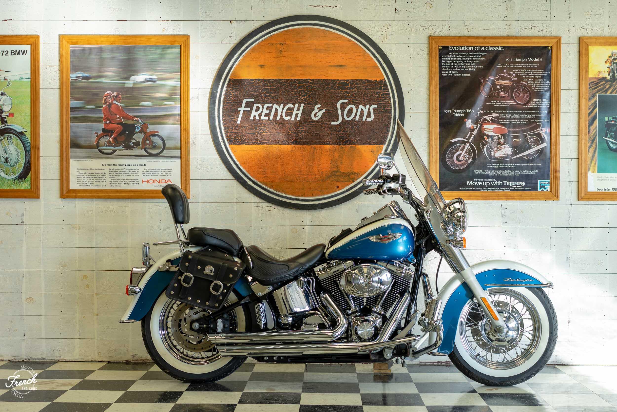 2005_Harley_Davidson_Softail_Deluxe-1.jpg
