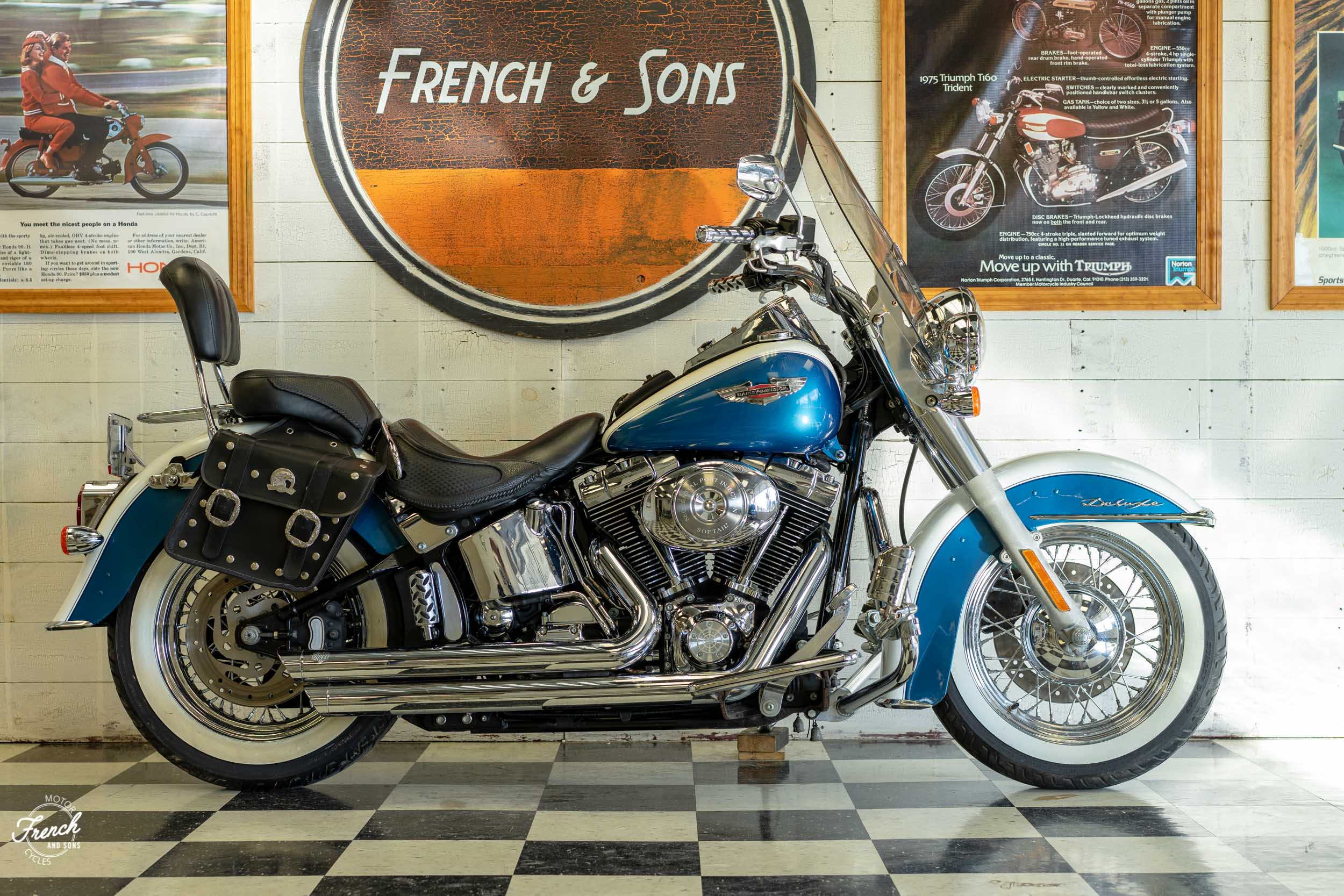 2005_Harley_Davidson_Softail_Deluxe-2.jpg