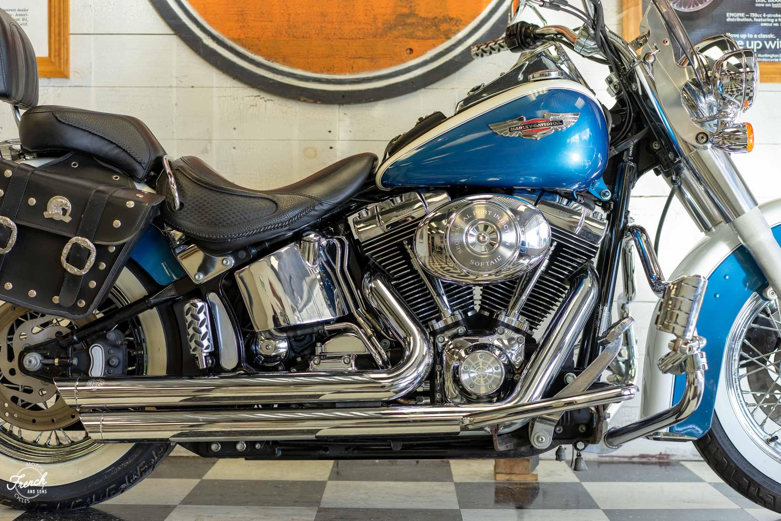 2005_Harley_Davidson_Softail_Deluxe-4.jpg