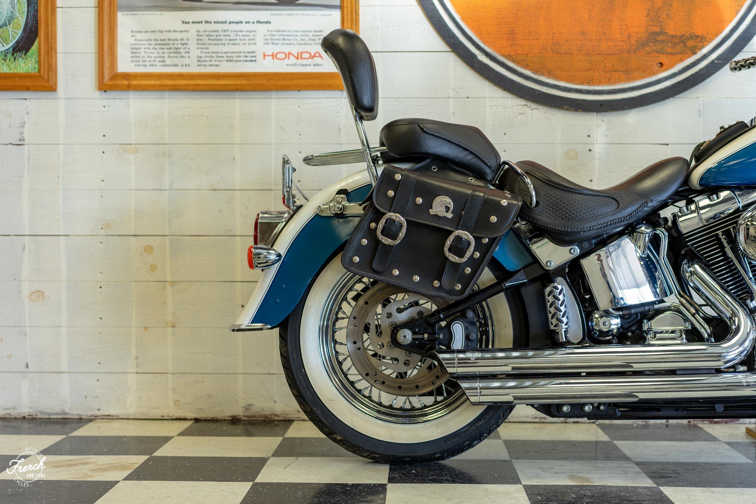2005_Harley_Davidson_Softail_Deluxe-3.jpg