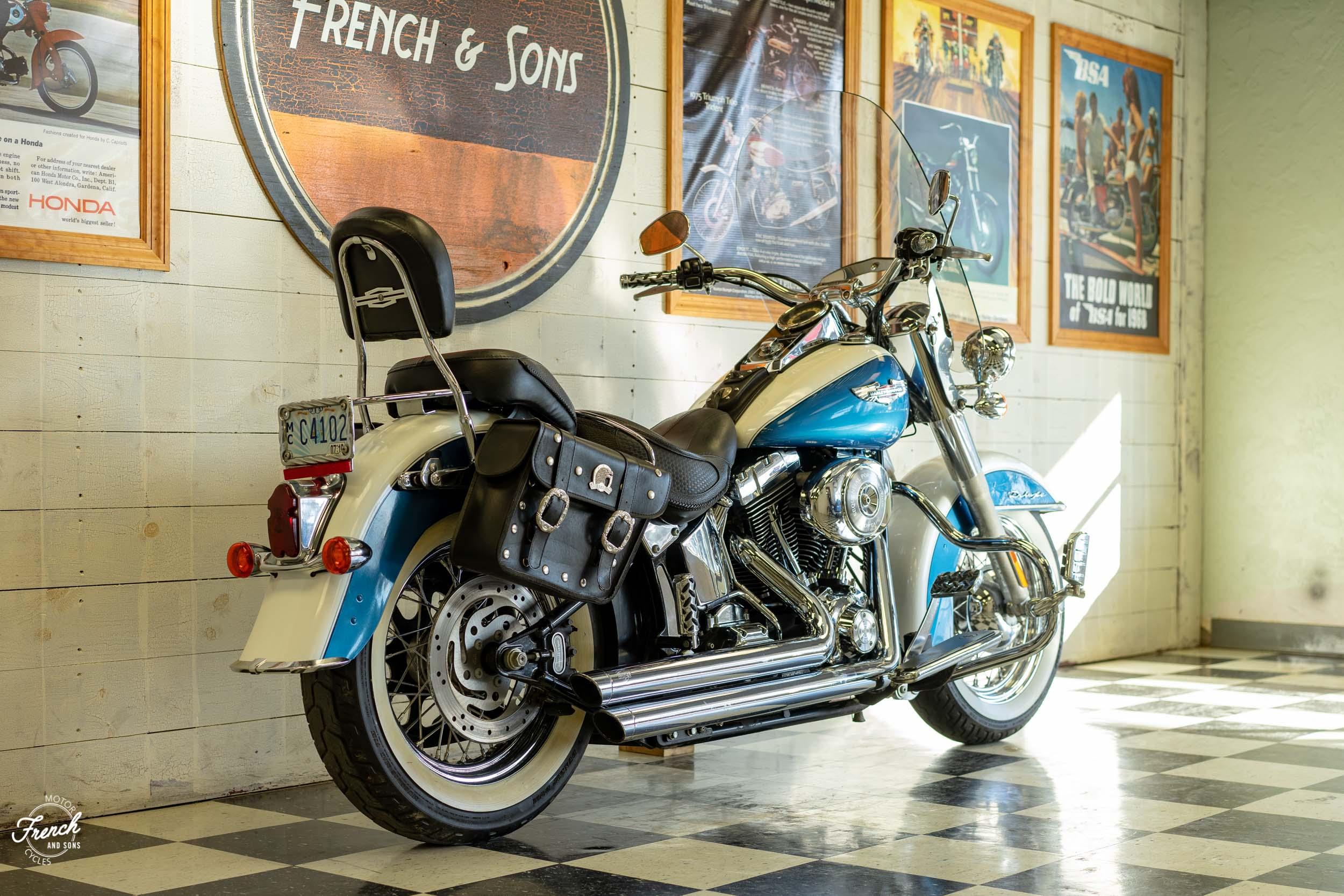 2005_Harley_Davidson_Softail_Deluxe-7.jpg