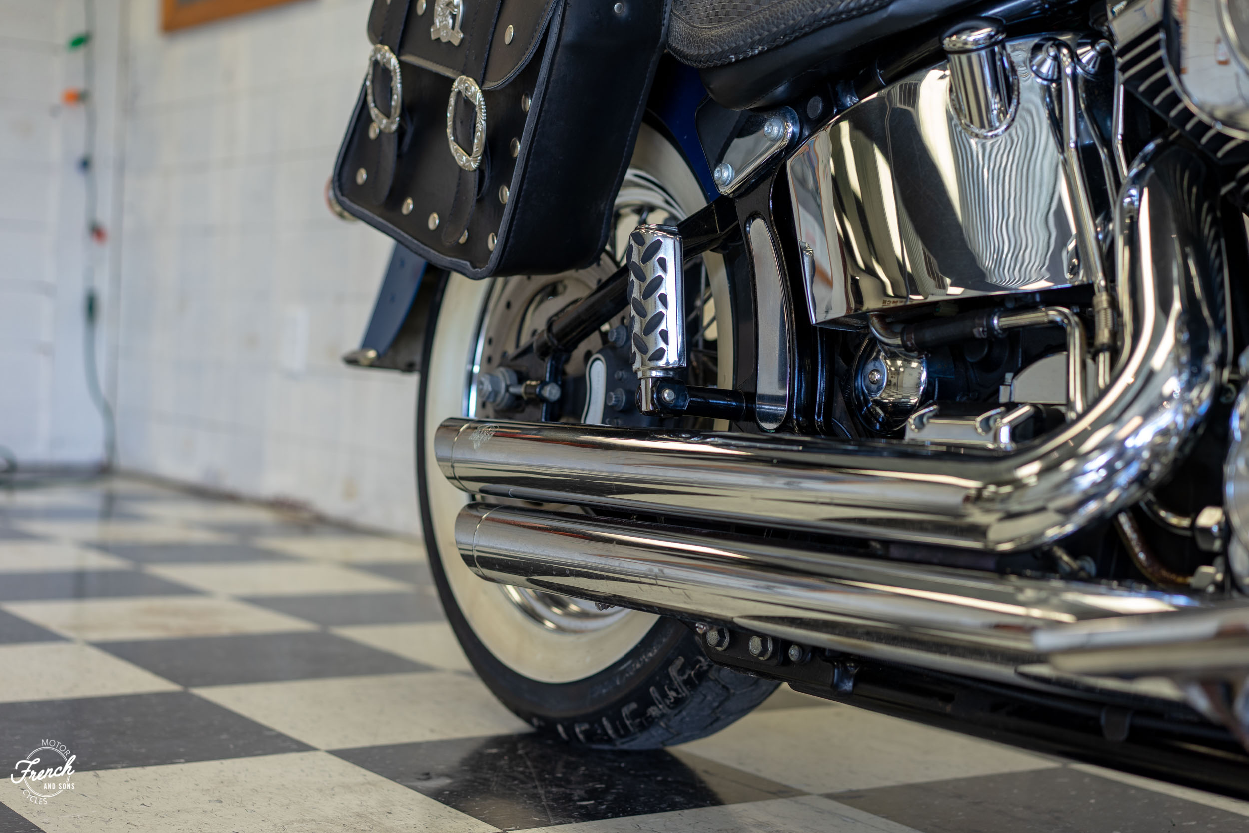 2005_Harley_Davidson_Softail_Deluxe-9.jpg