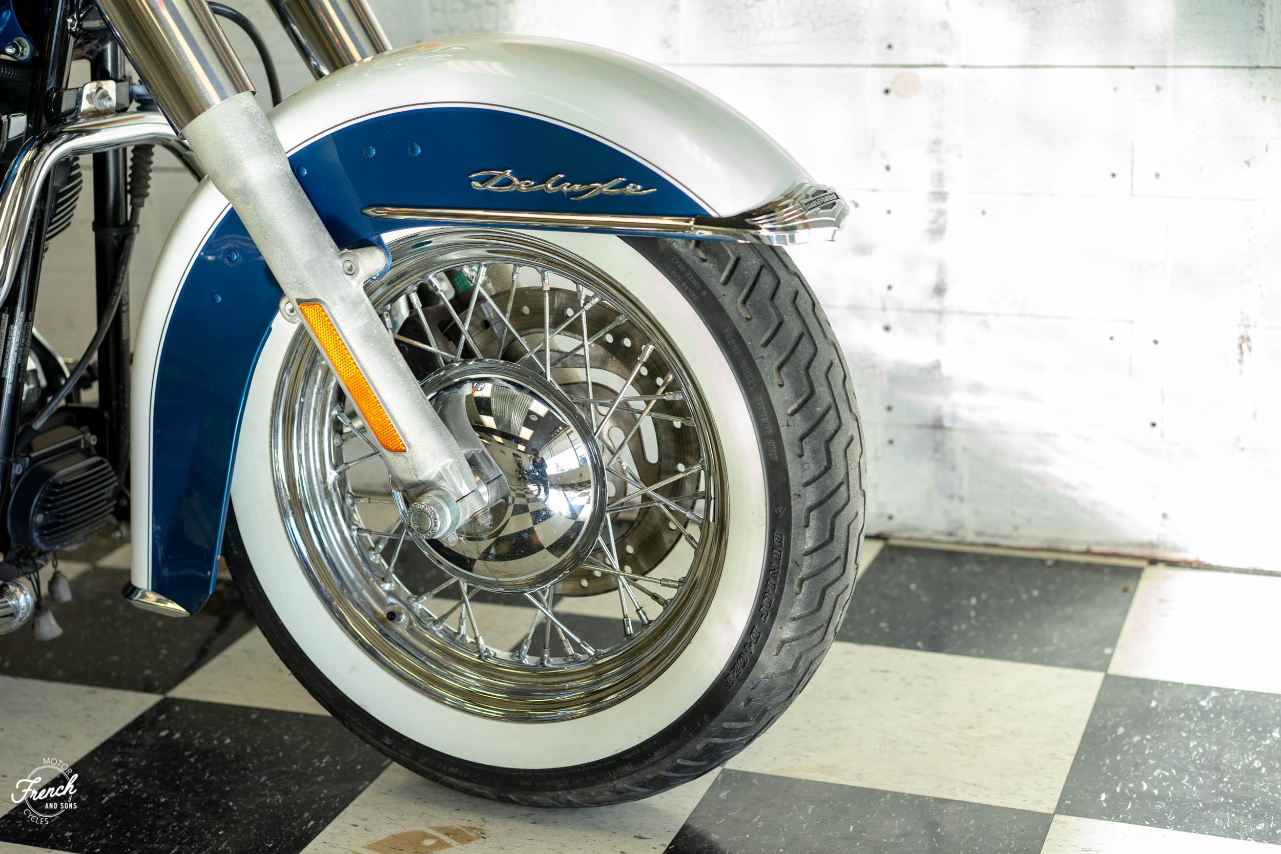 2005_Harley_Davidson_Softail_Deluxe-13.jpg
