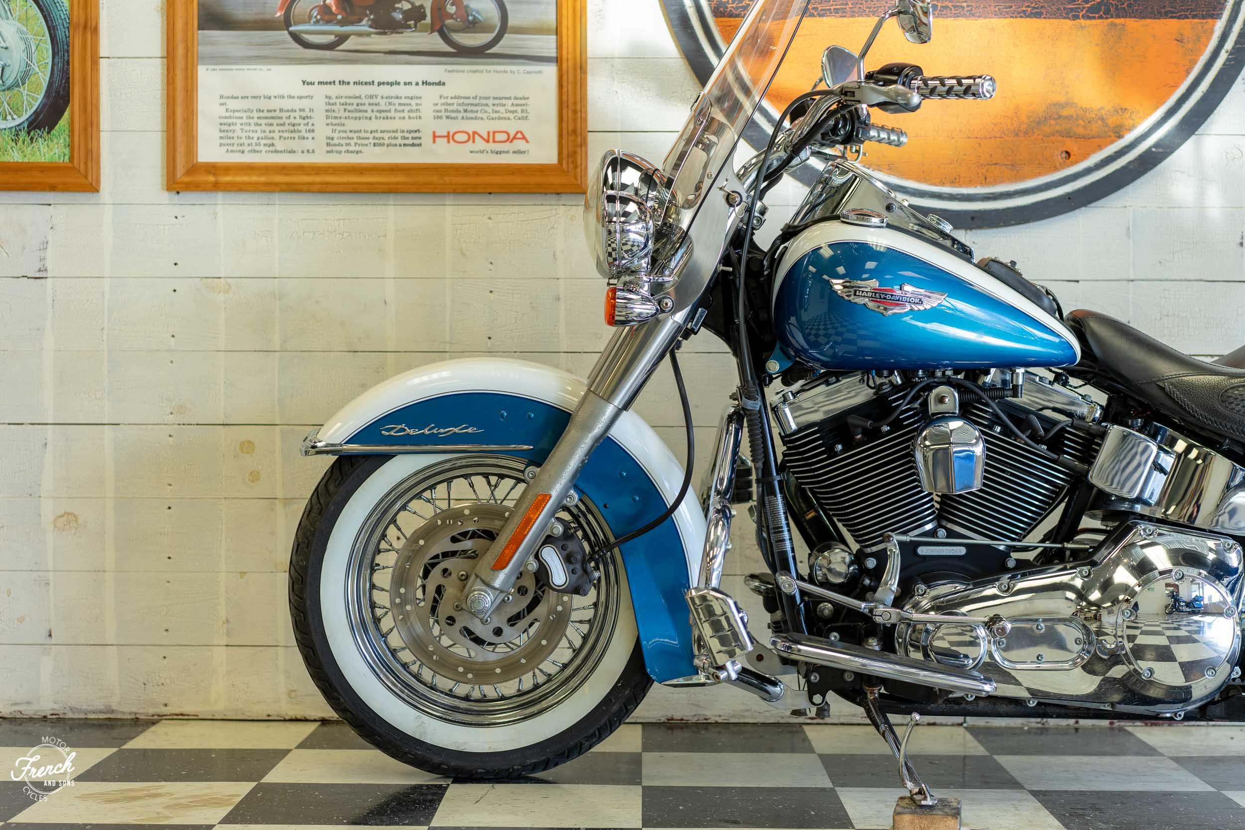 2005_Harley_Davidson_Softail_Deluxe-16.jpg
